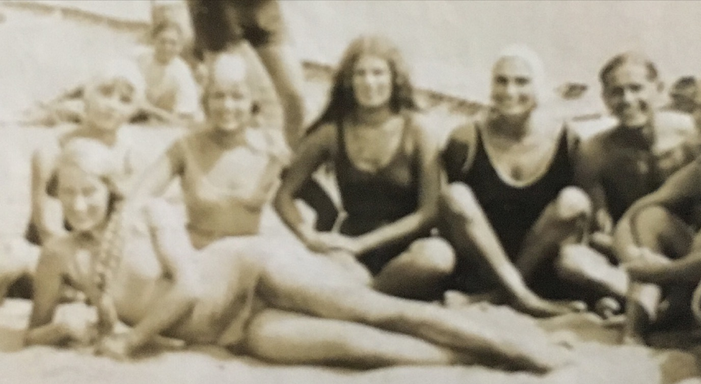 Vera in the foreground. Possibly Ida with black hair in the center.