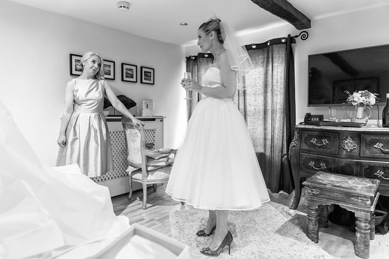 wedding-photographer-wales-stroud-old-lodge-014.jpg