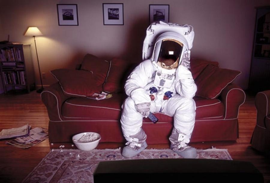 xl_03-HFREEMAN-Astronaut-CouchTV.jpg