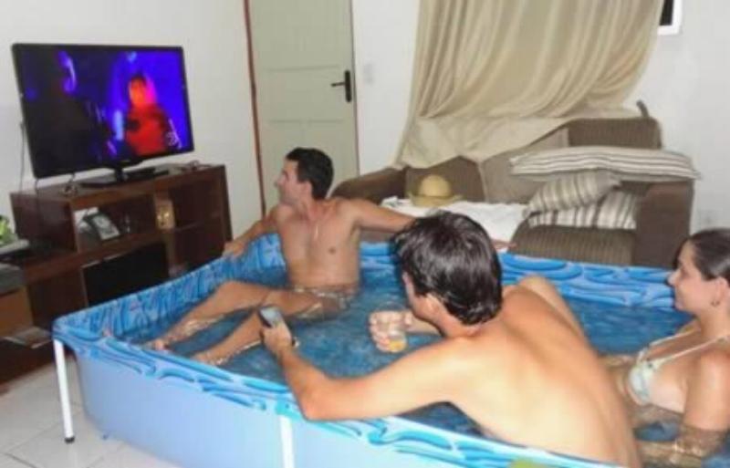 a98083_tv_2-pool.jpg