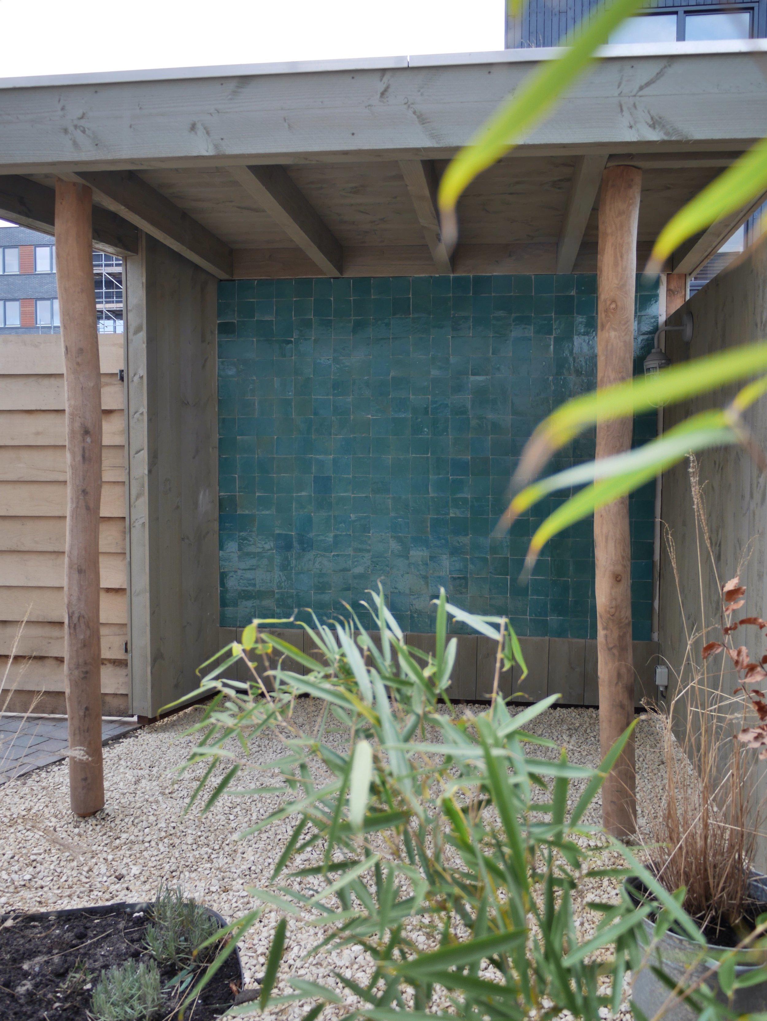 tuinontwerp stadstuin Amsterdam met houten veranda