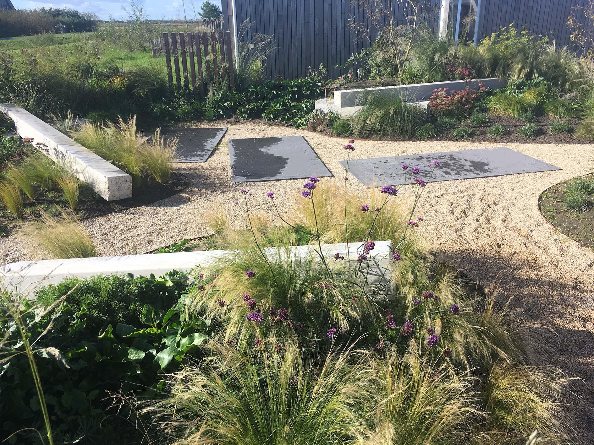 tuinontwerp duintuin met beton