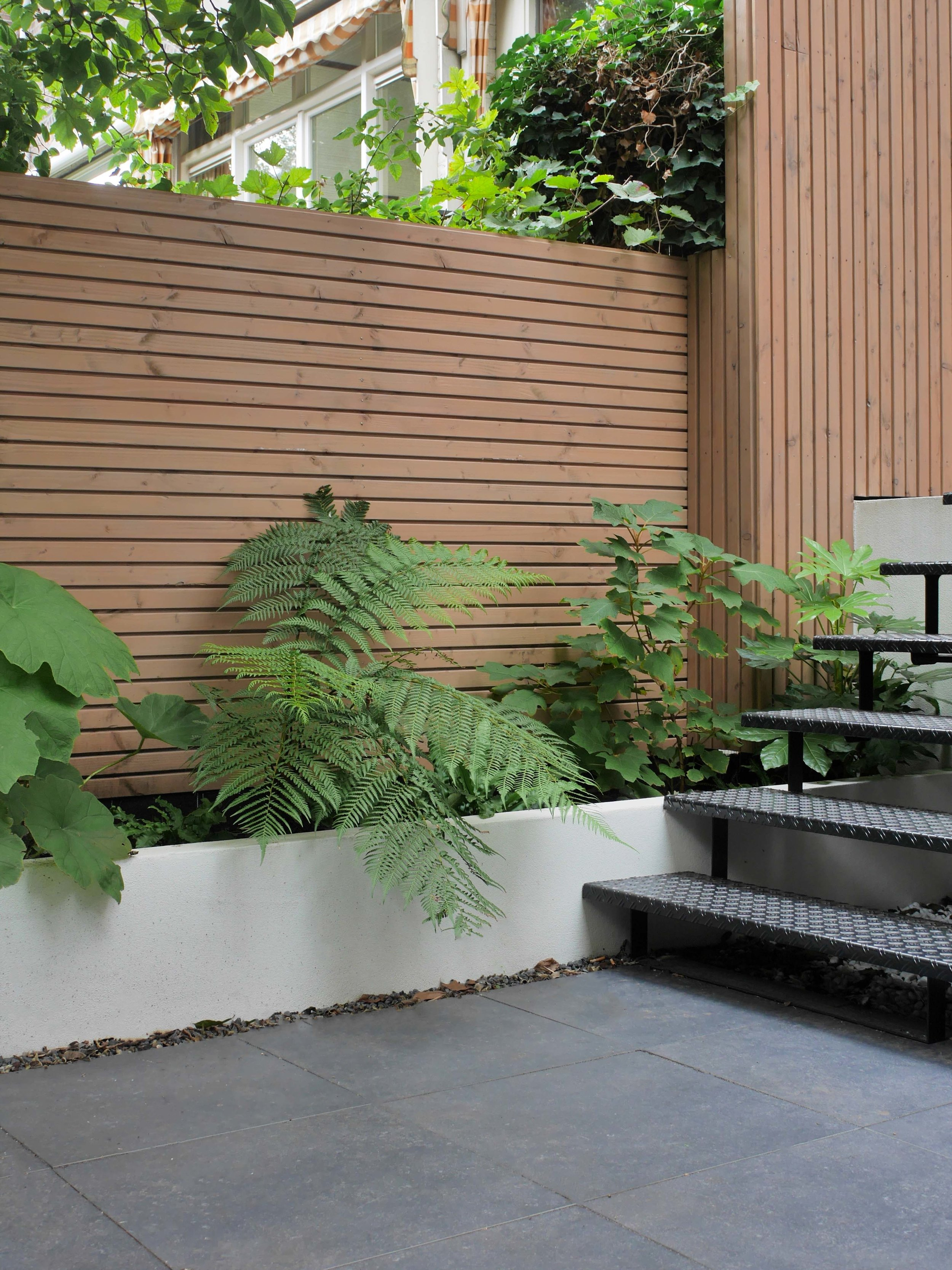 Tuinontwerp Amsterdam met stalen trap