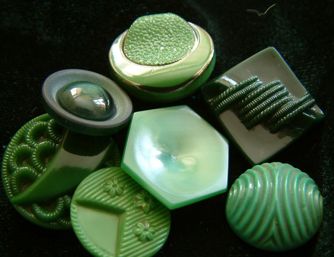 I love buttons & the colour green so how perfect is this little collection?