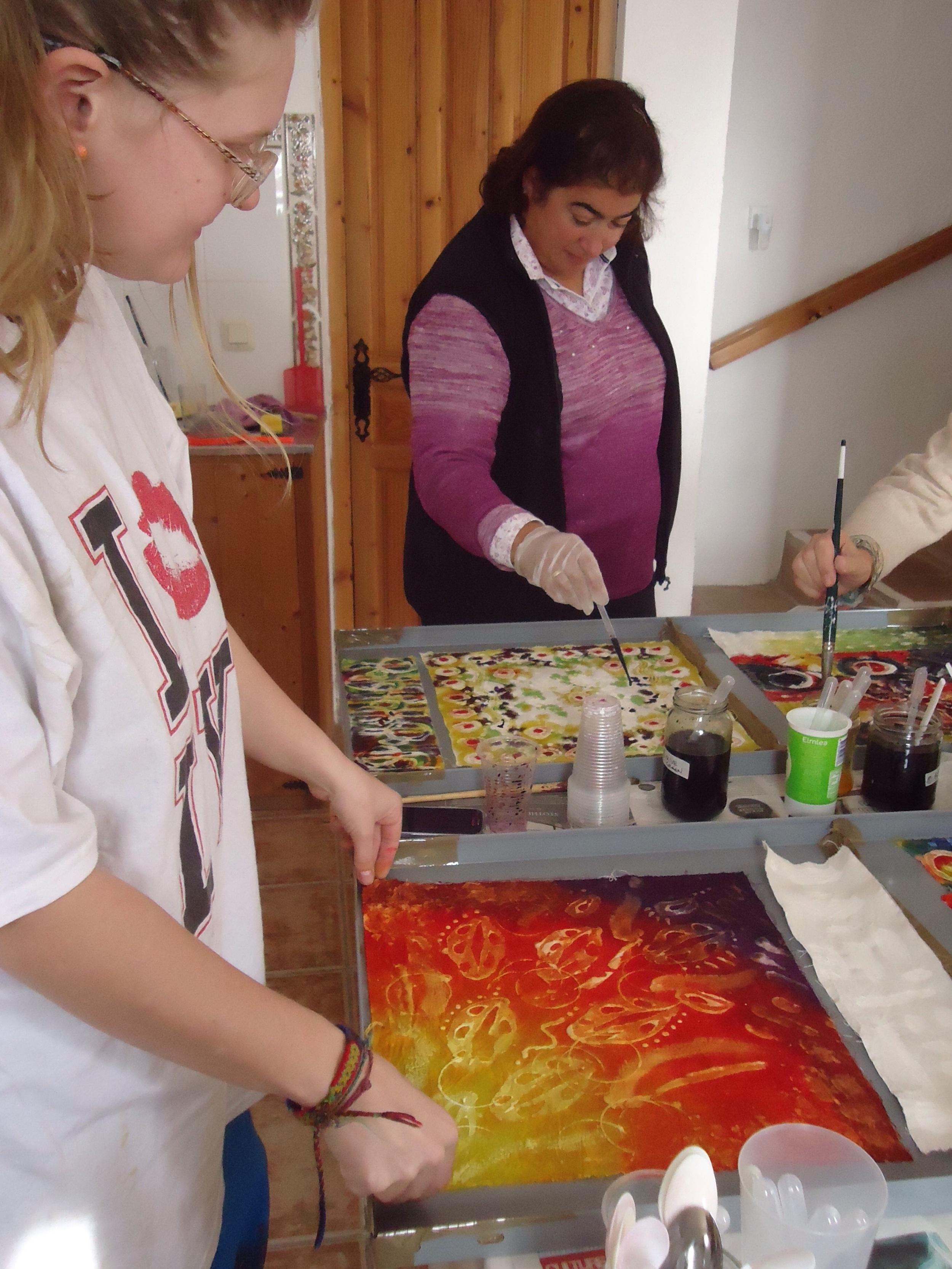 Applying dyes