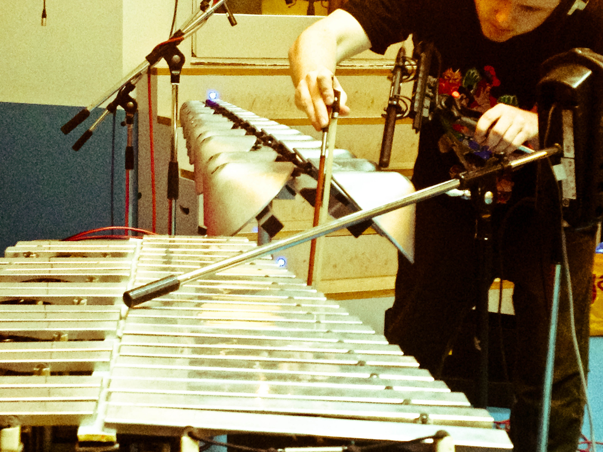 Bowing a Aluphone