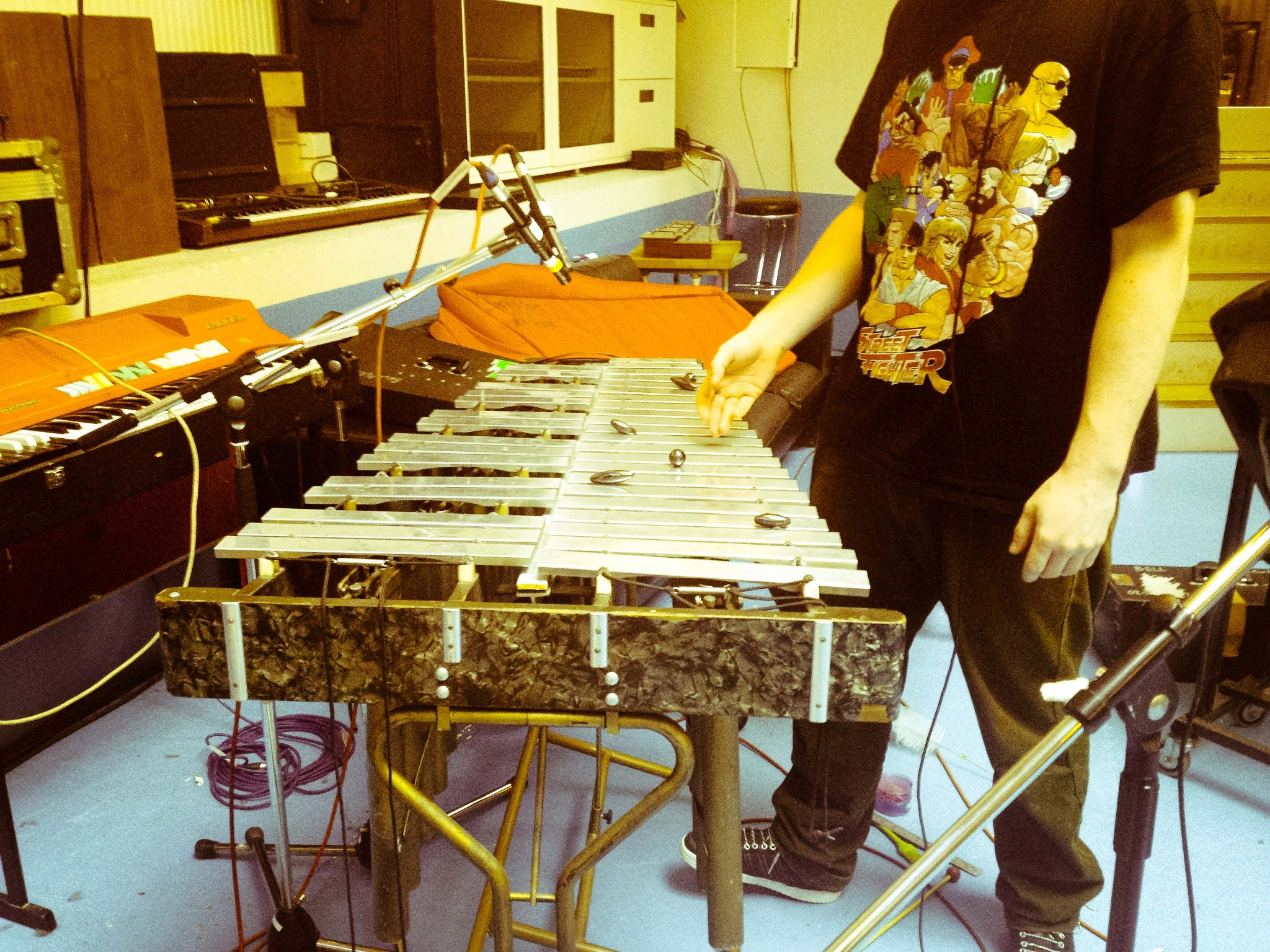 Vibraphone with magnets