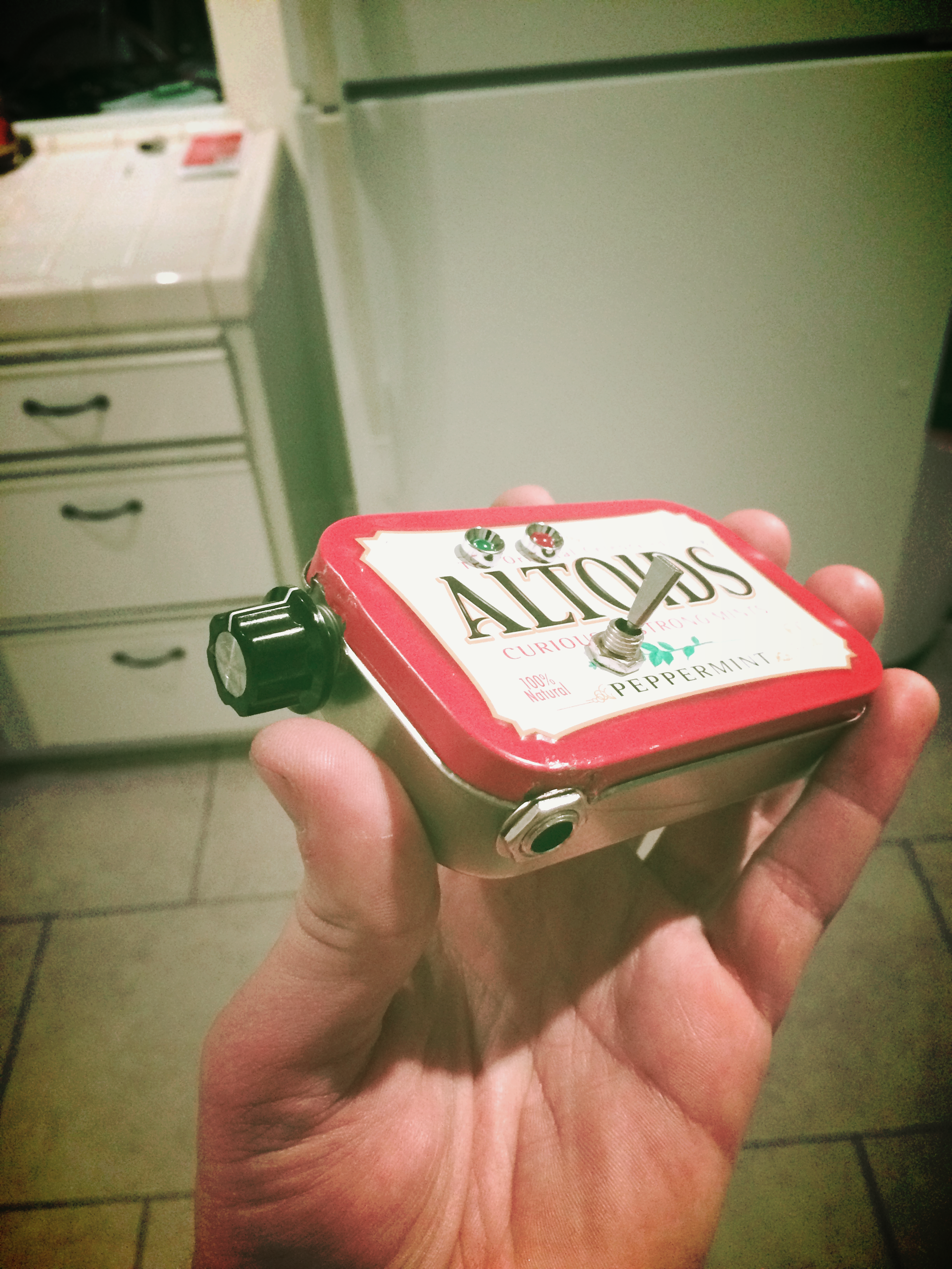 Example: 1b) A simple Altoid Mints tin box used to house the electronic components.