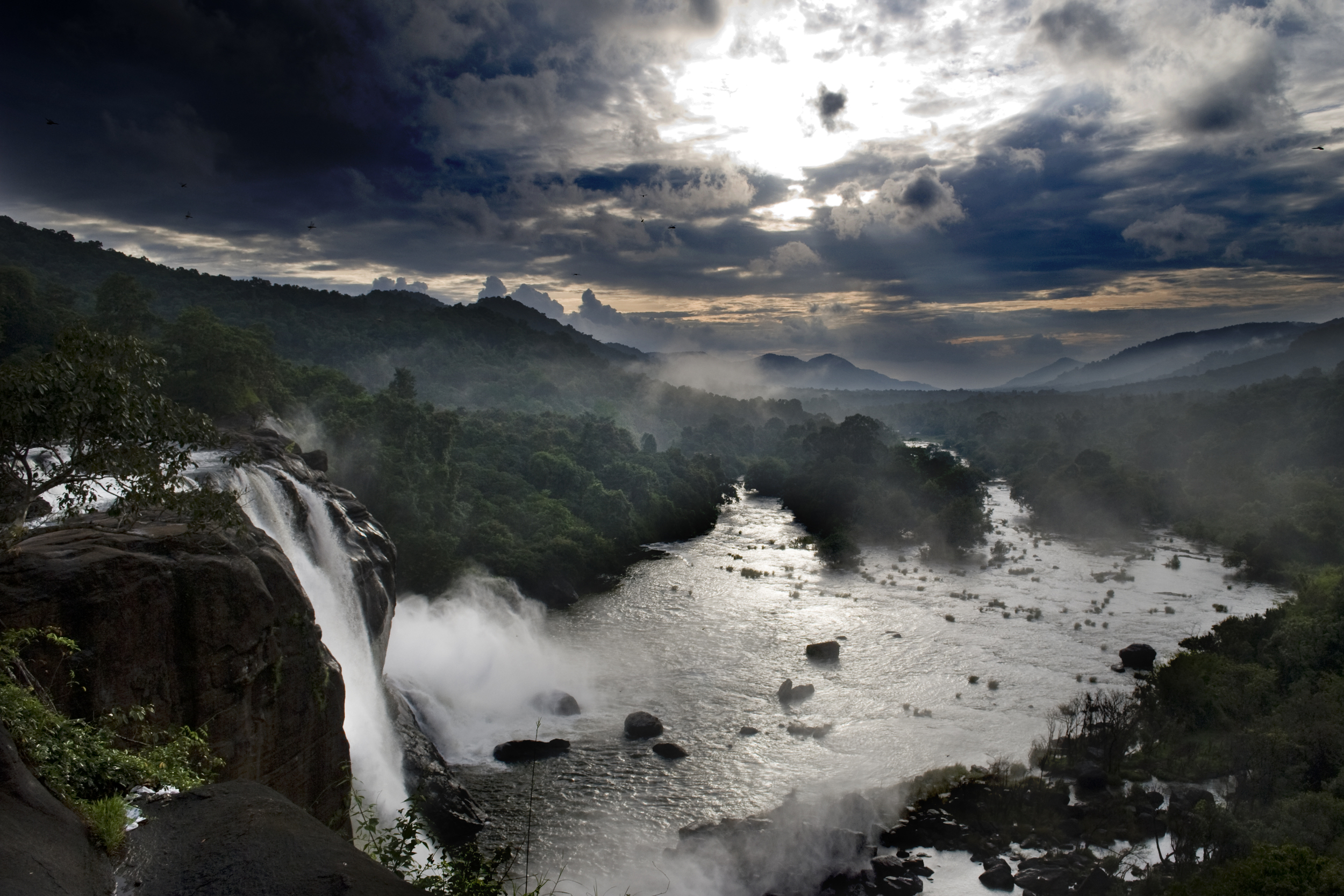 Athirapilly Falls Image Credit: Wikiwand