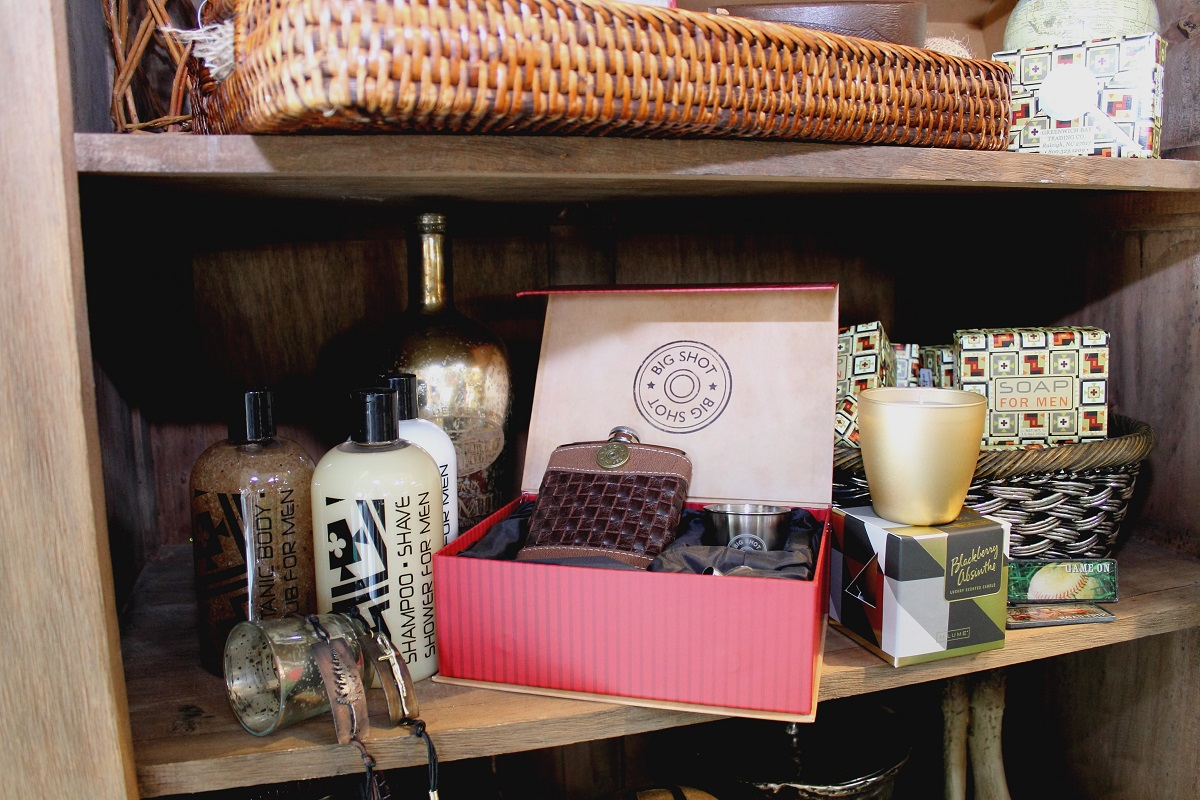 Looking for the perfect gift for the man in your life? We have a selection of treats from men's bathing products to grilling accessories, and plenty in between!