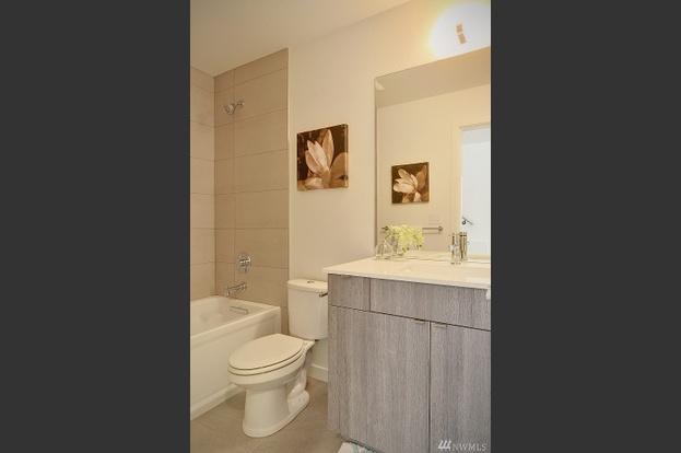 11. Bathroom.jpg
