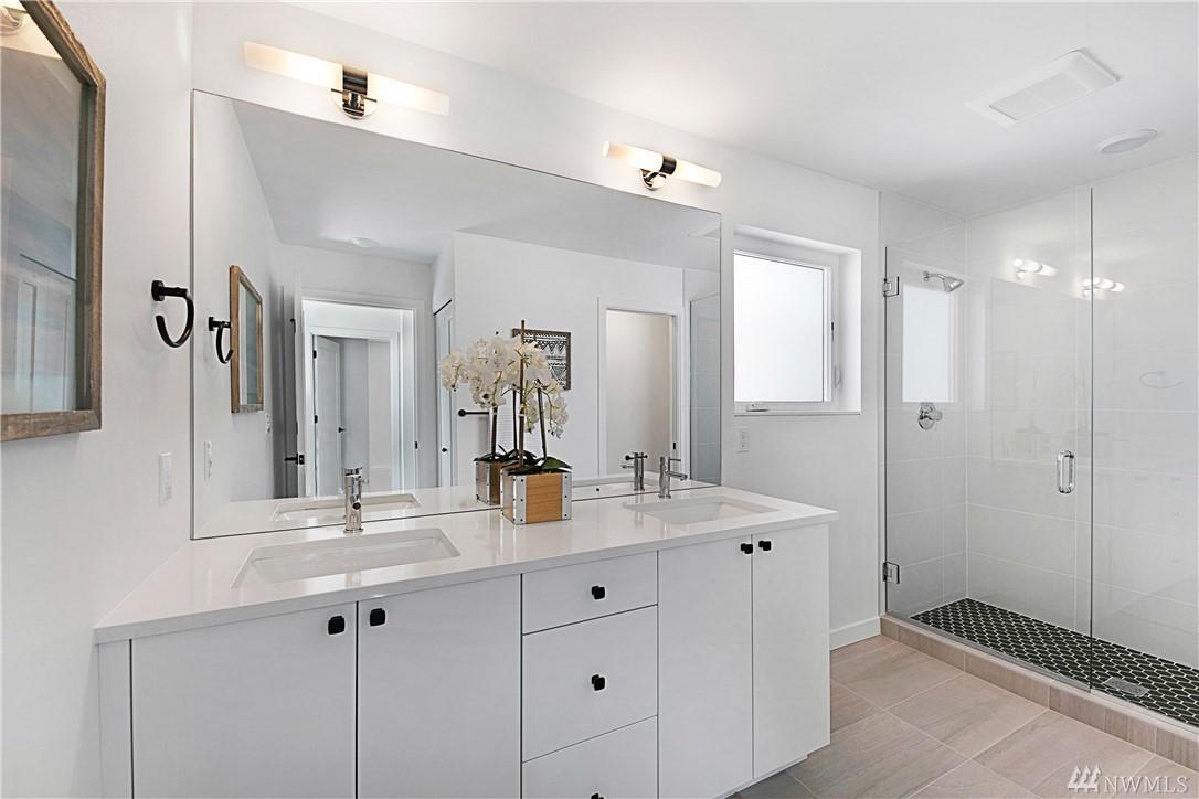 Bathroom_Master2.jpg
