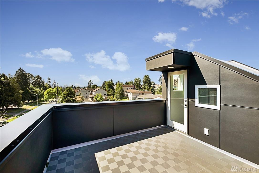 Roof Deck2.jpg