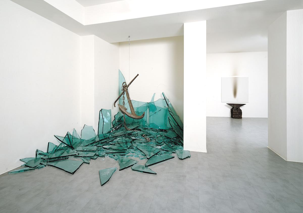 claudio parmiggiani galleria de'foscherari 2007.jpg
