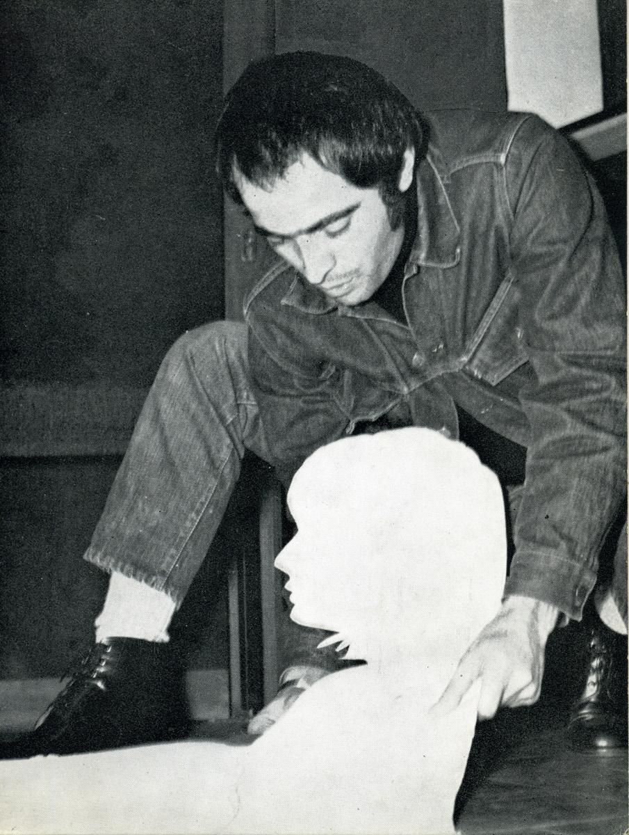Mario Ceroli  1968 Aria di Daria - GALLERIA DE'FOSCHERARI 2.jpg