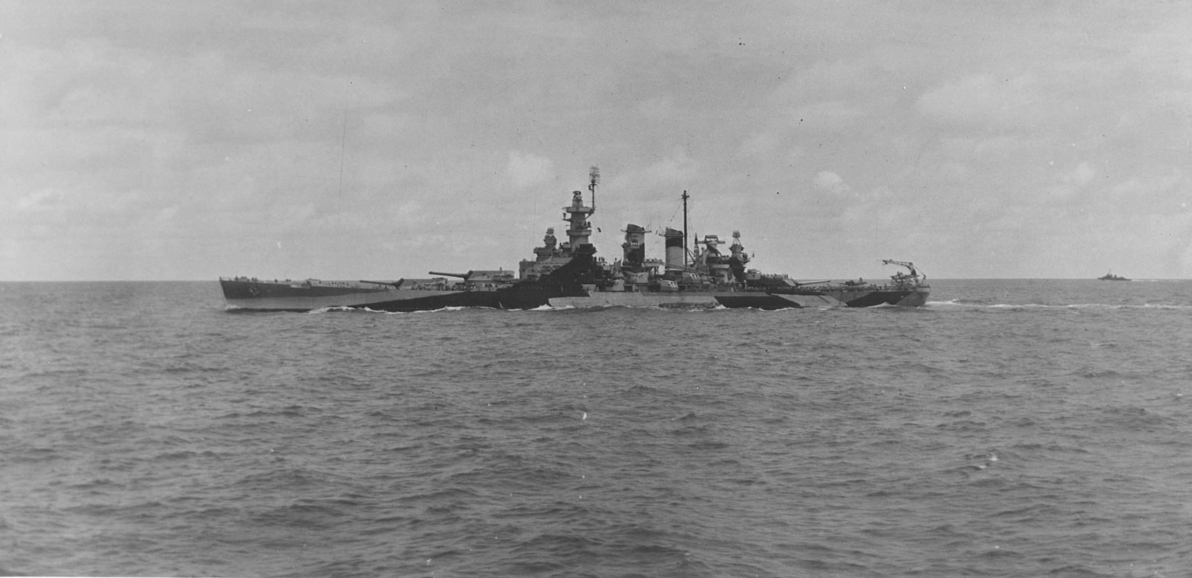 USS_North_Carolina_(BB-55)_during_Marshall_islands_campaign,_25_January_1944.jpg