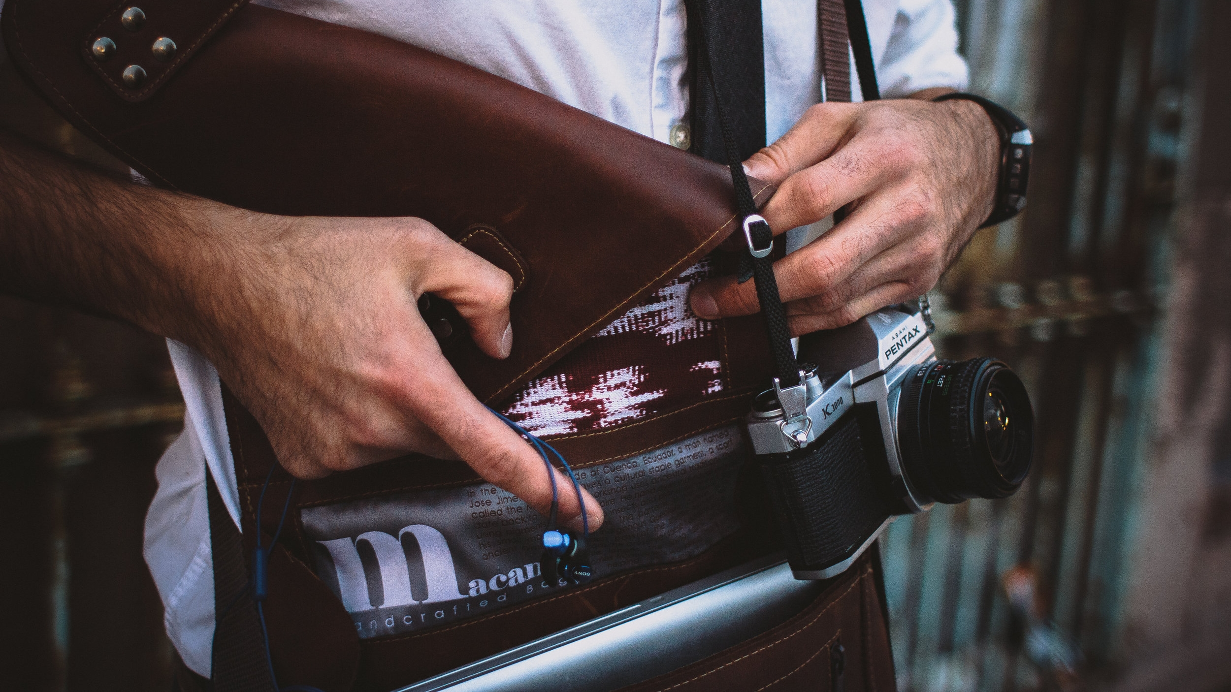 Macana Bag - Heirloom quality laptop bags lined with fabric handwoven using Incan tradition.