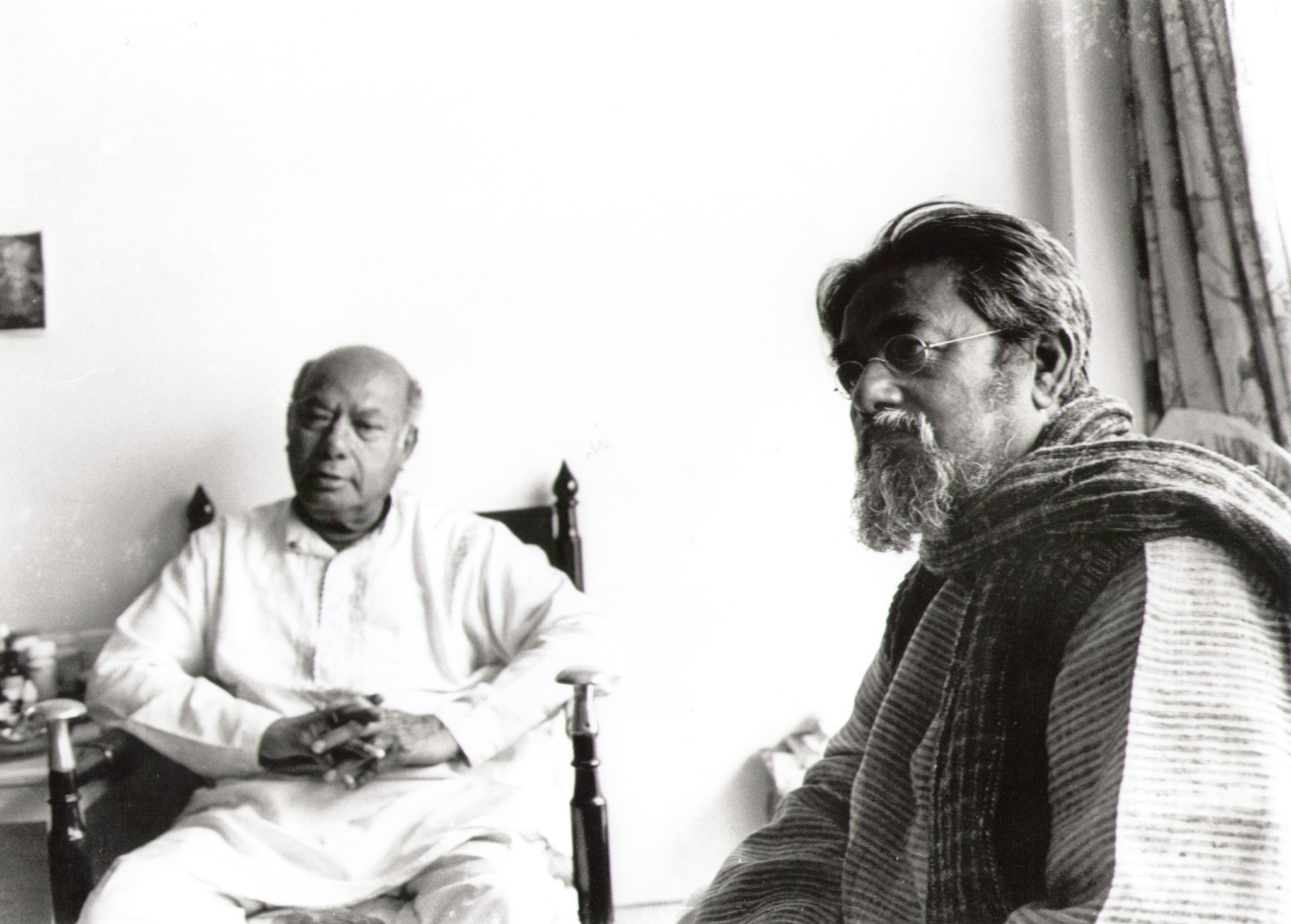 Ustad Ali Akbar Khan & Sarbari Roy Chowdhury / the Virtuoso & the Sculptor at home, Santiniketan © Courtesy Roy Chowdhury, private collection / Sri Nemai Ghosh
