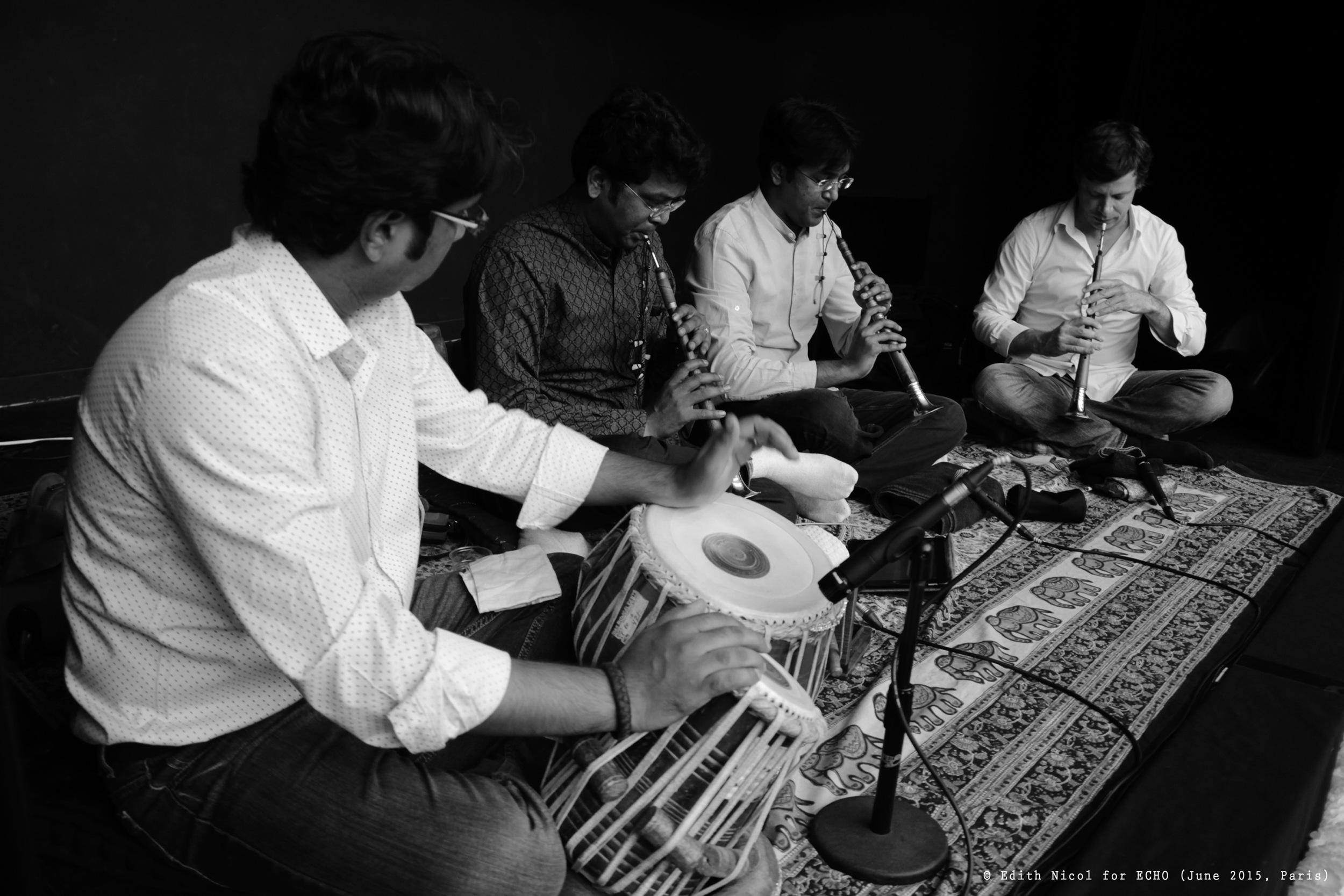 _MG_8774 Shankar soundcheck Paris 2015 B&W ©Edith Nicol for ECHO (R).jpg