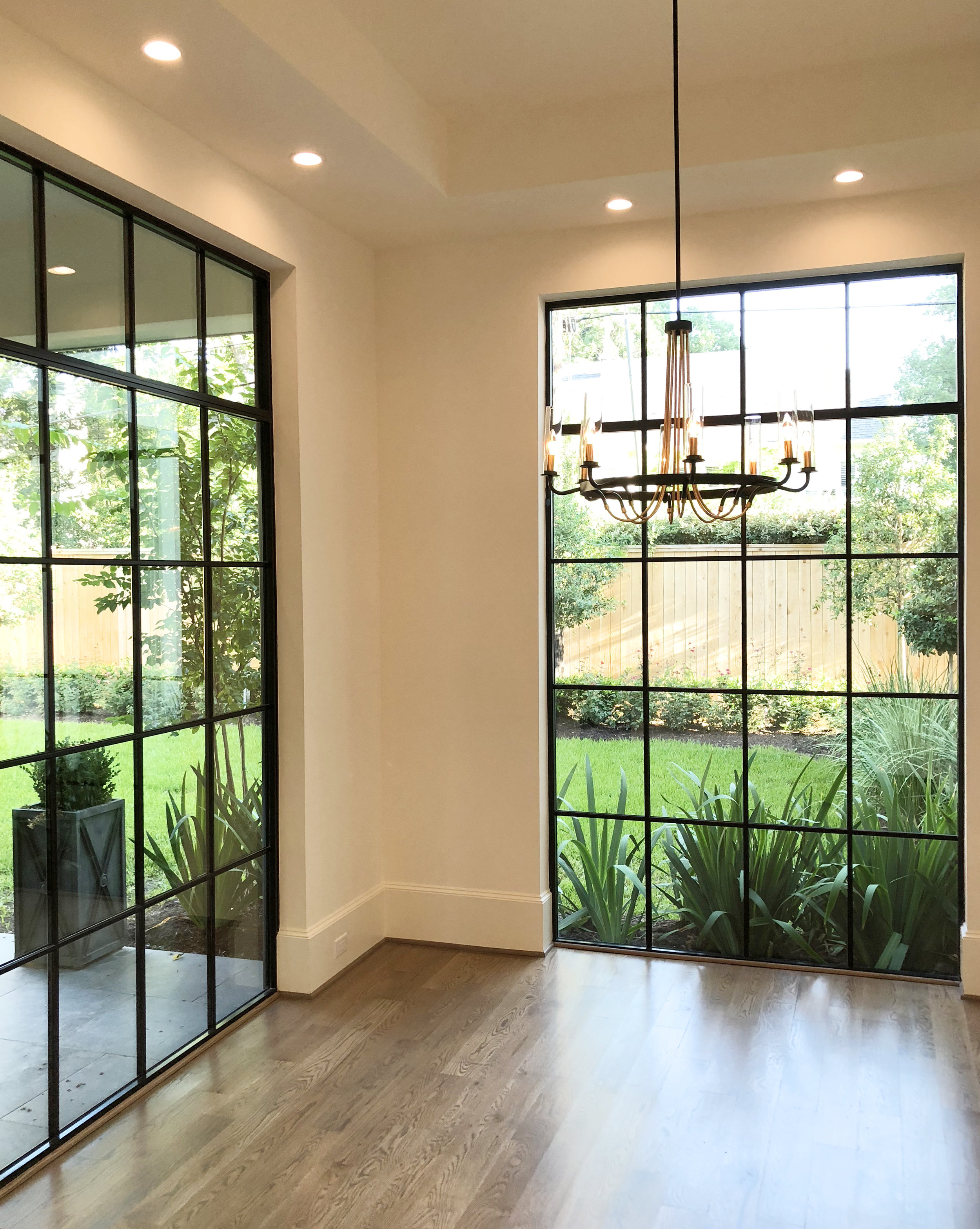 Breakfast room in Houston's River Oaks with floor to ceiling steel windows designed by Berlin based interior designer Jamie House and built by CM Batts Developers. Jamie House Design