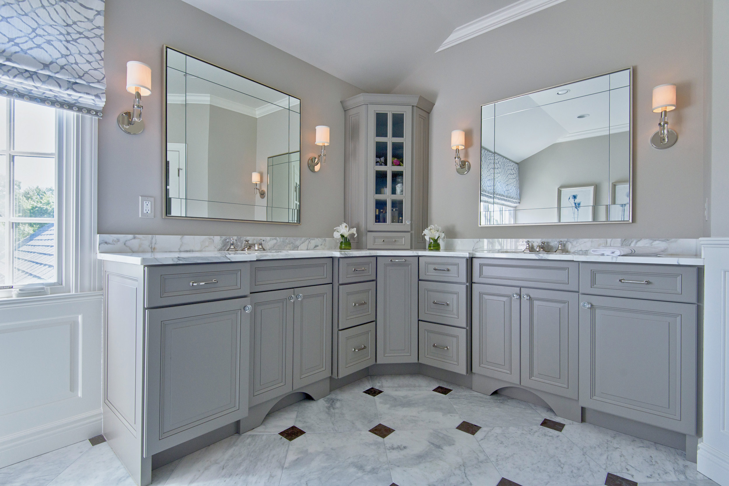 Grey and White Master Bath realtor, real estate and interior design photography. Bay Area Photographer ©ninapomeroy.com