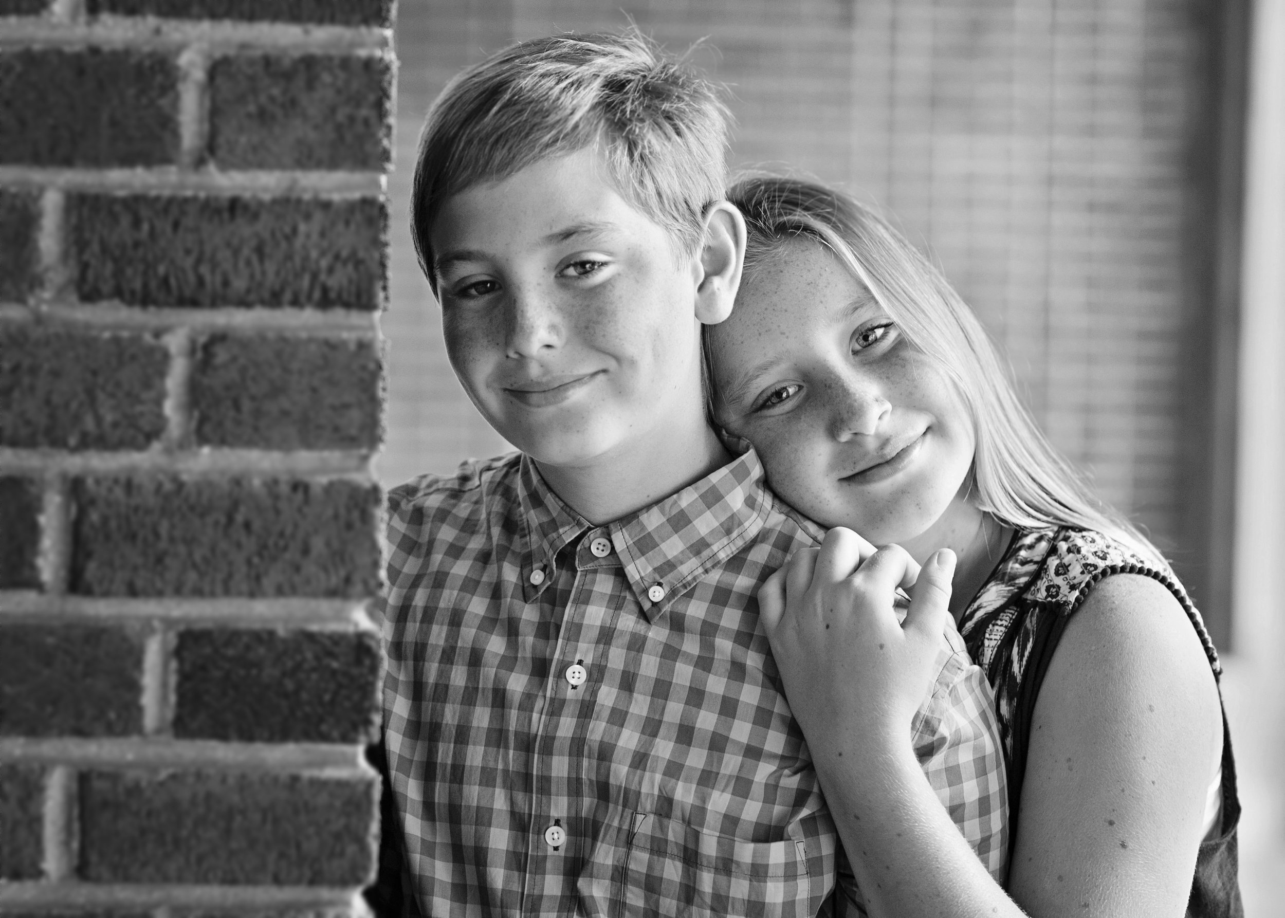 sibling-love-connection-ninapomeroy-minisession-photographer.jpg