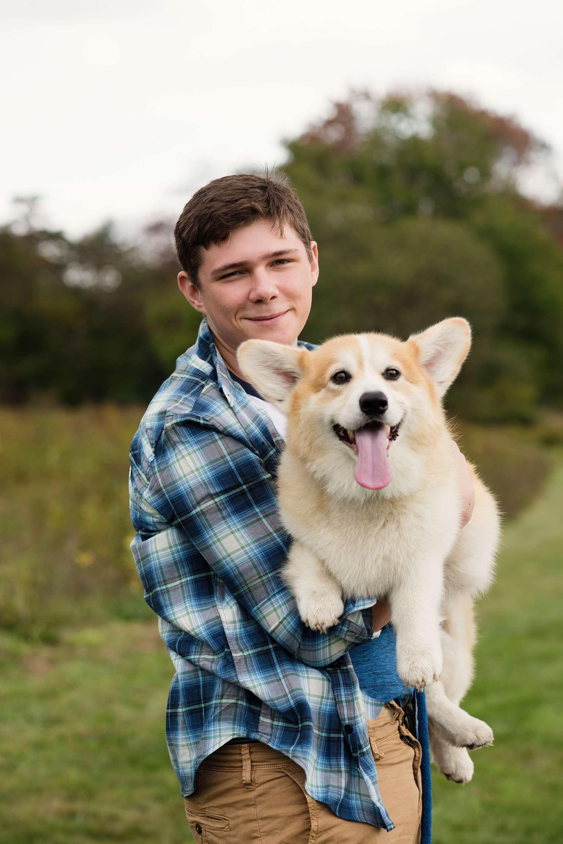Couldn't do a senior portrait for this handsome young man without his favorite pembroke welsh corgi Milo! Smiles all around!