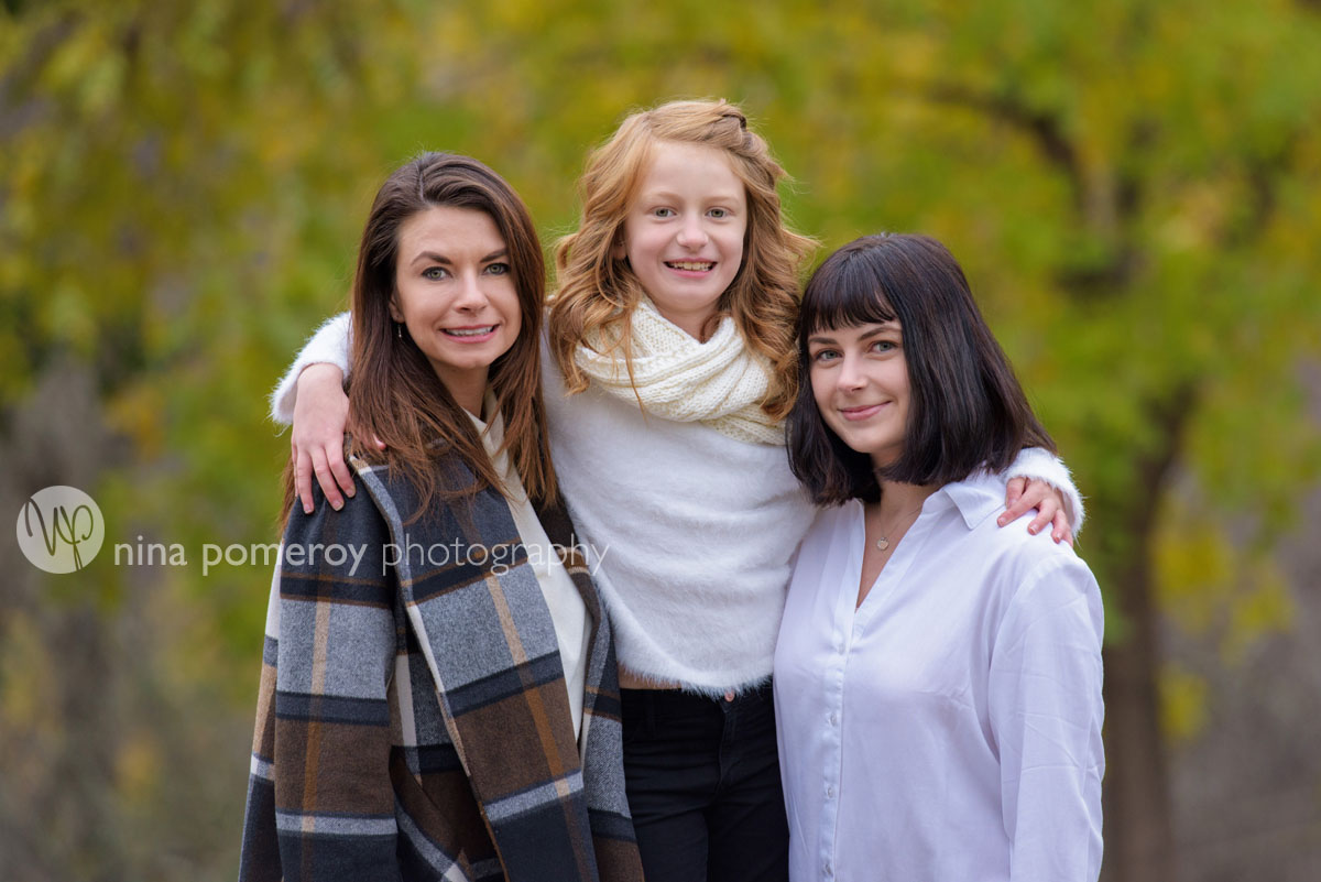mom and daughters portrait relaxed in walnut creek by nina pomeroy photographer
