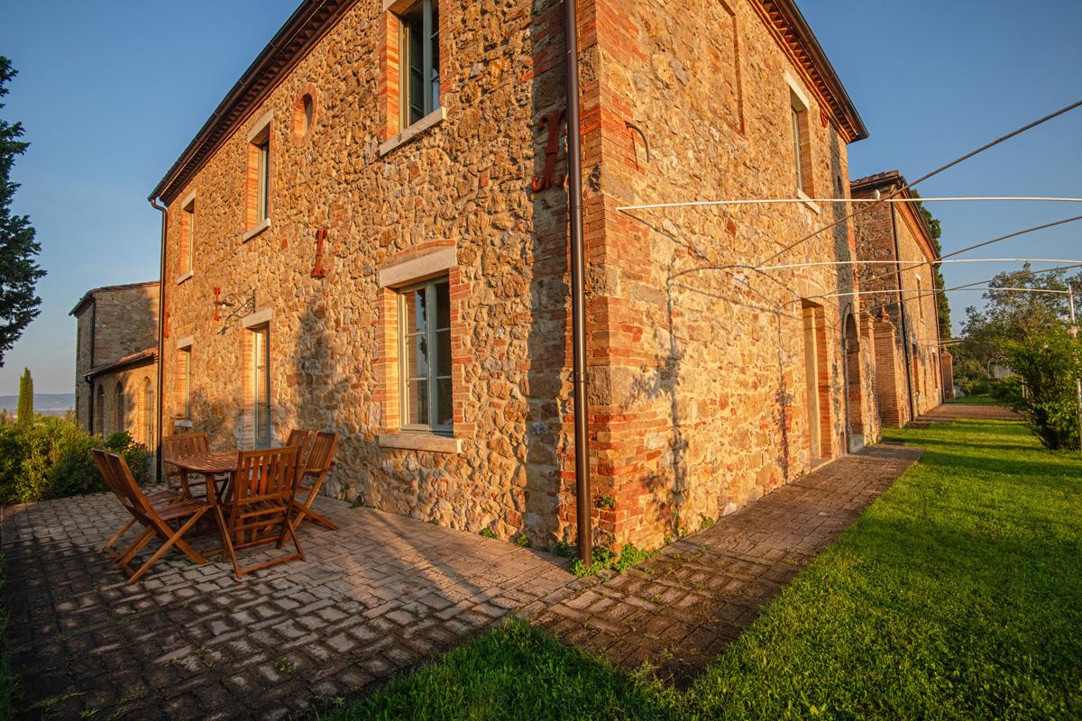 212-ninapomeroyphoto-tuscan-villa-property-photography.jpg