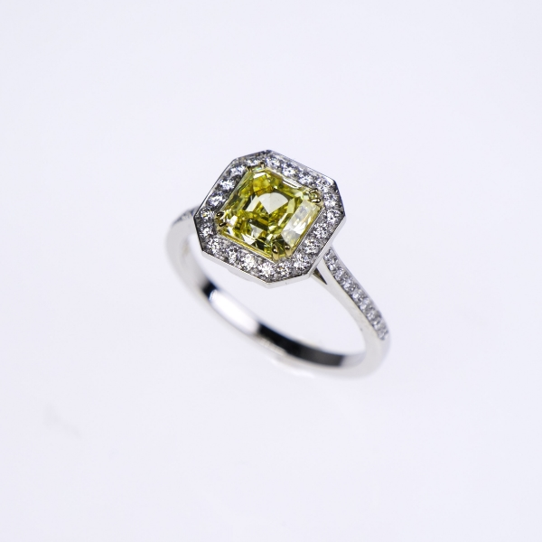 yellow diamond ring 250ct.jpg