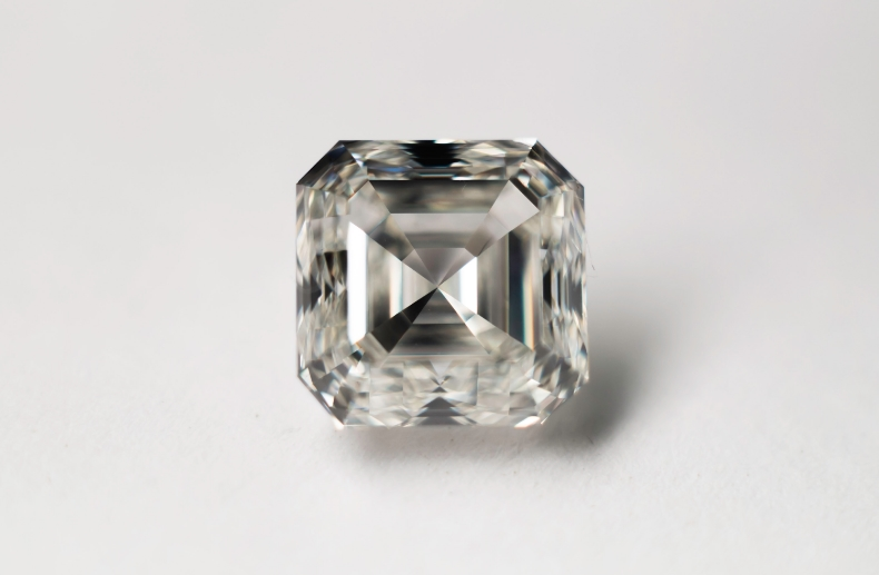 2.7ct ascher cut diamondsmall.jpg