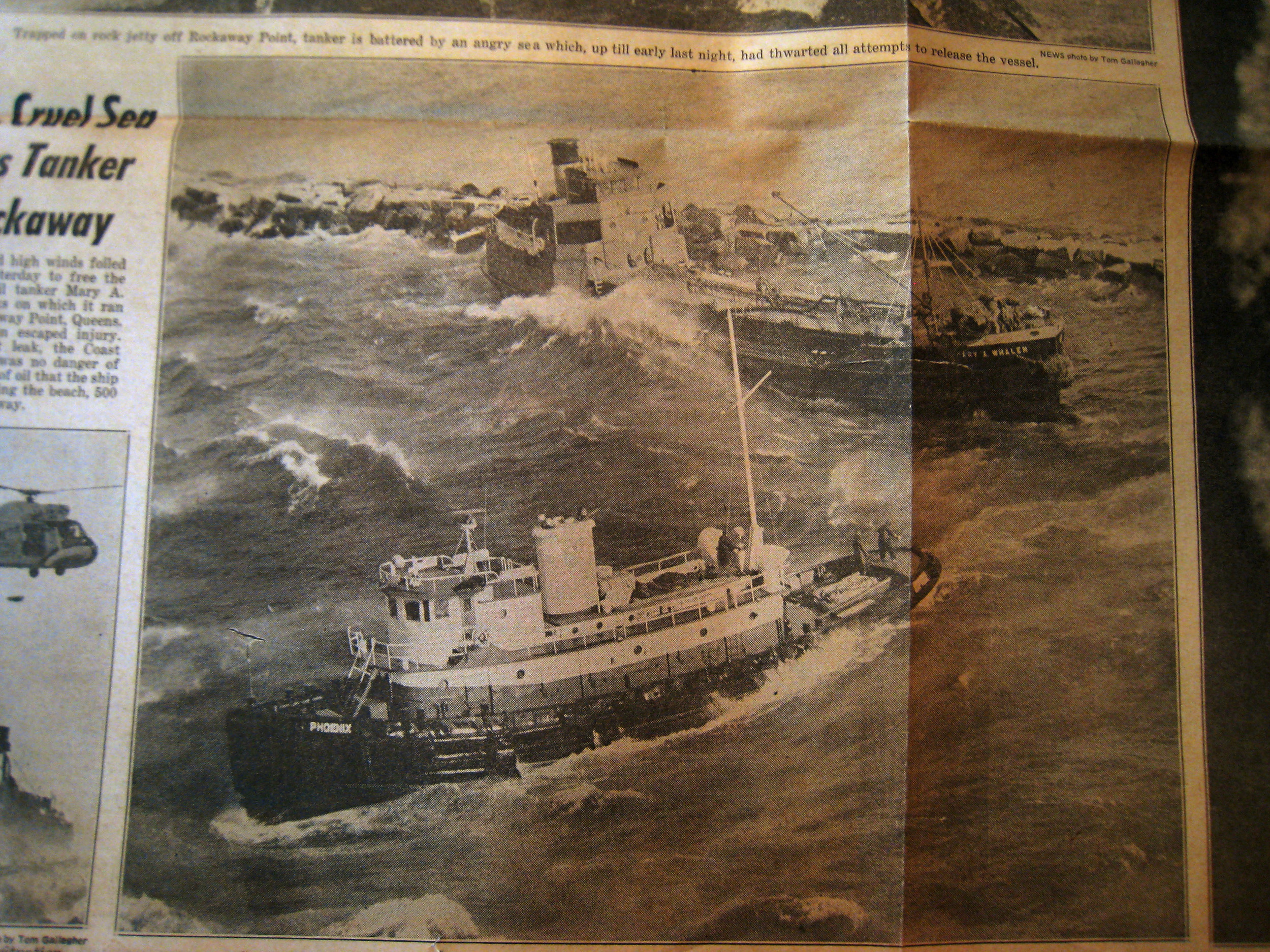 681215 Daily News aerial Whalen aground Rockaways.jpg