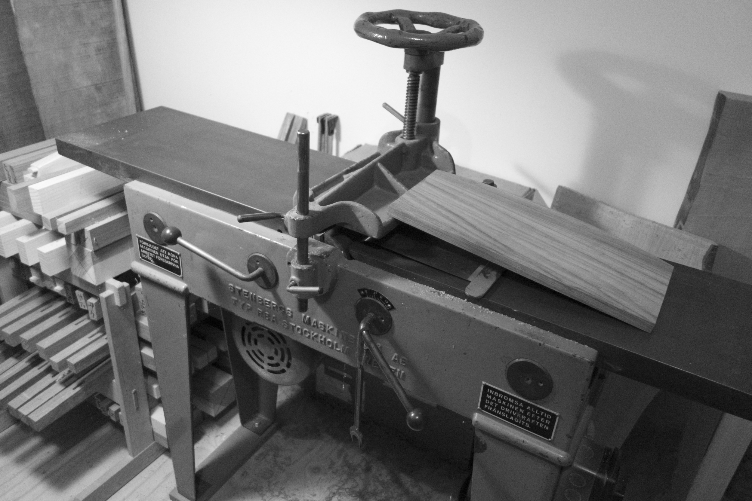 dimensioning stock on Jim's fine old Stenbergs jointer
