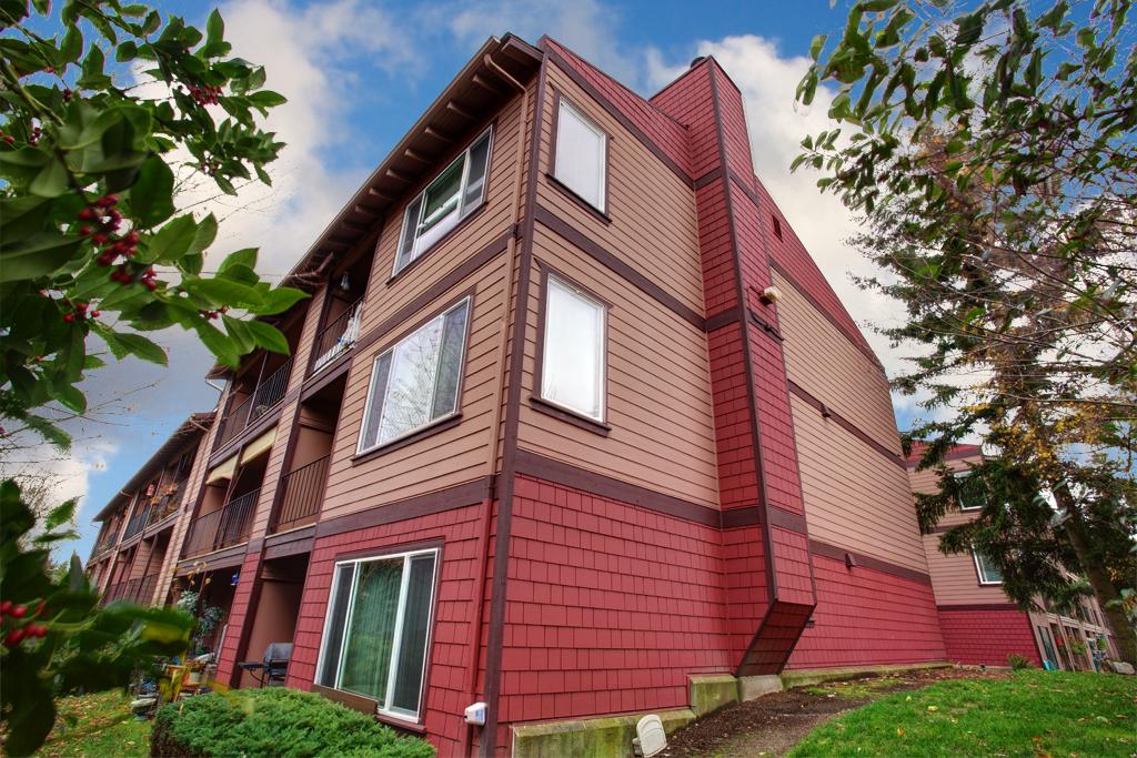 Ambaum Square Condominiums