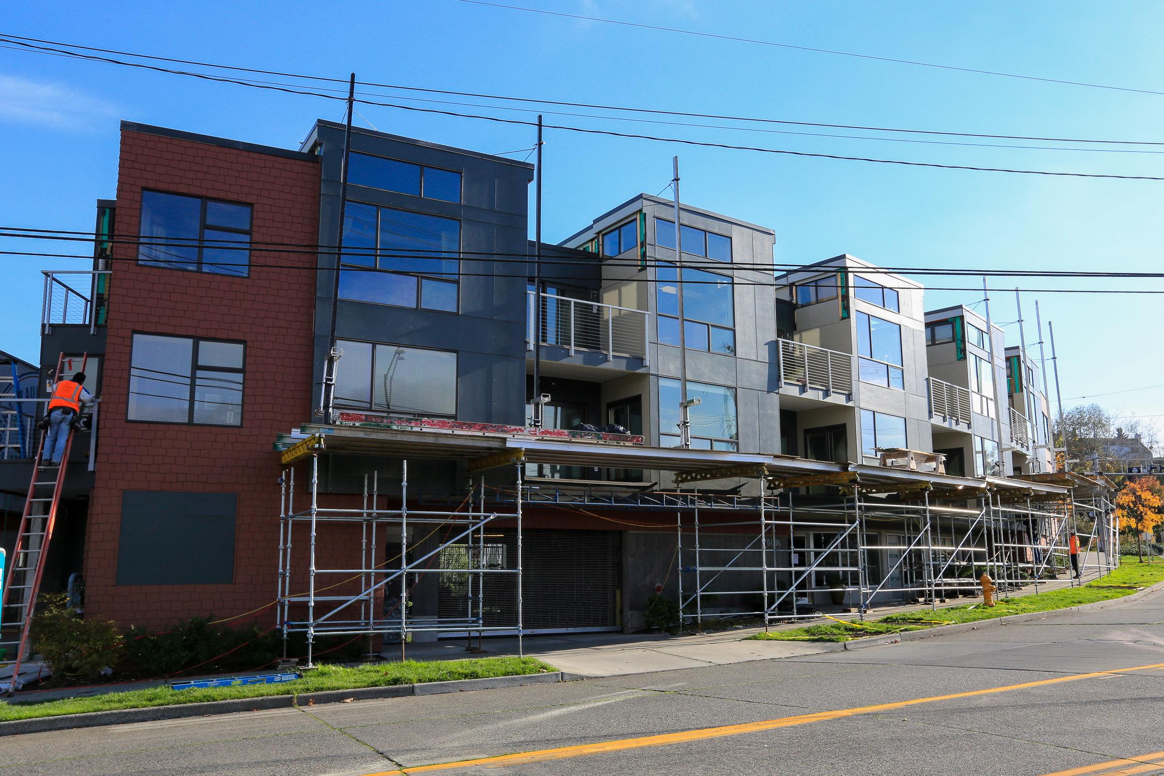 Maris Condominiums