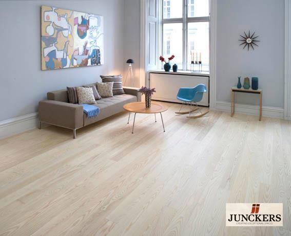 Junckers_livingroom.jpg
