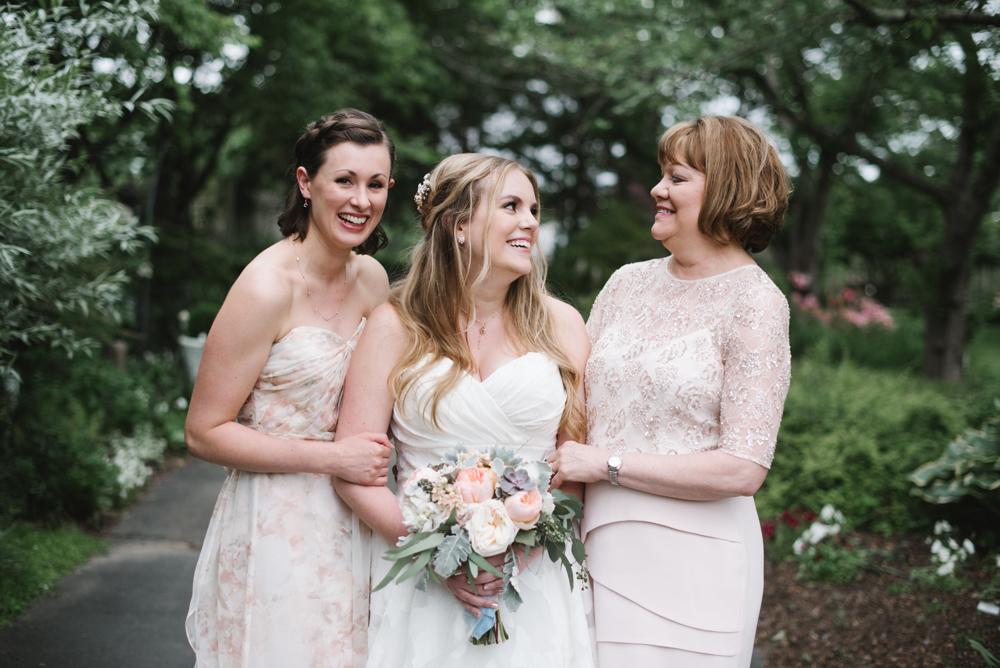 Madison + Zane | Meadowlark Botanical Gardens Wedding | Photos by Lydia Jane (www,lydiajane.com)