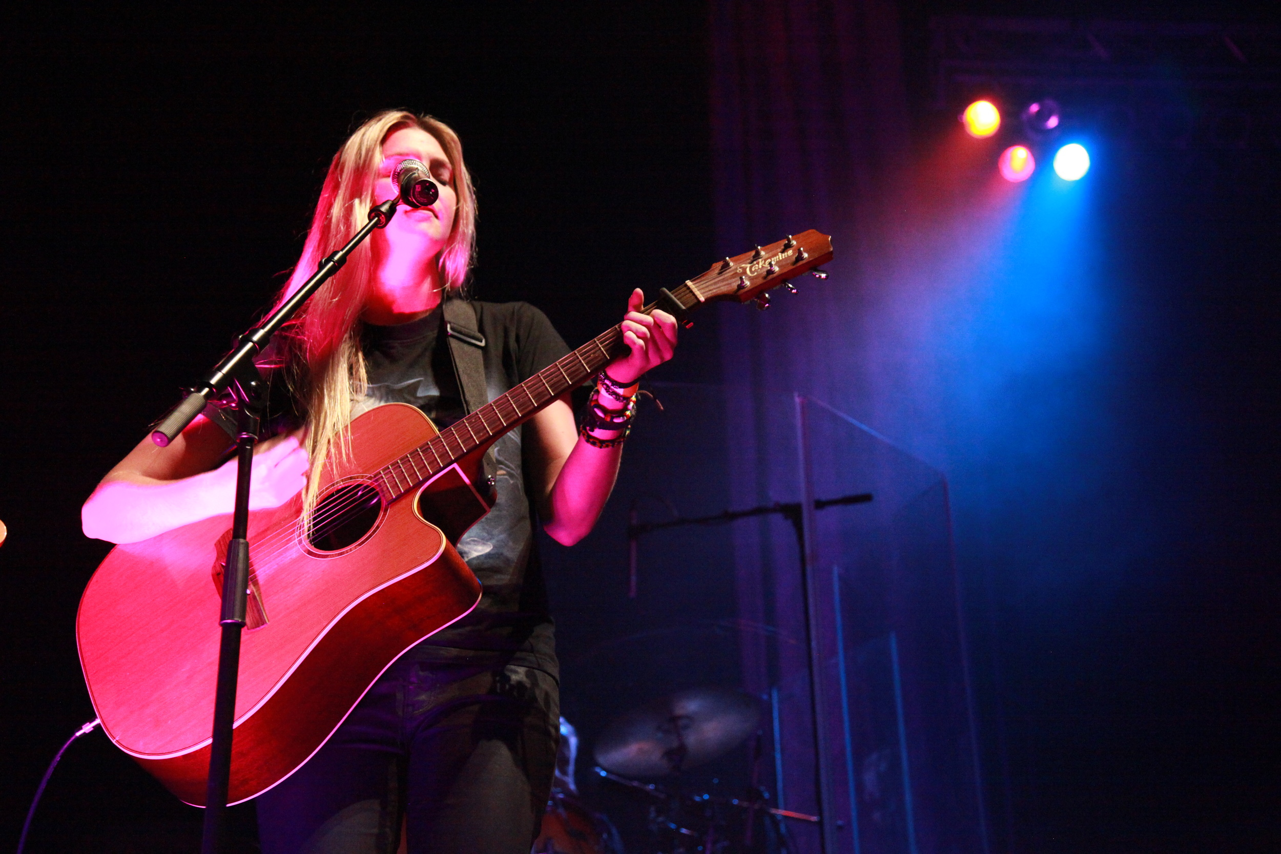 Jamie McDell performing her new single 'Angel'
