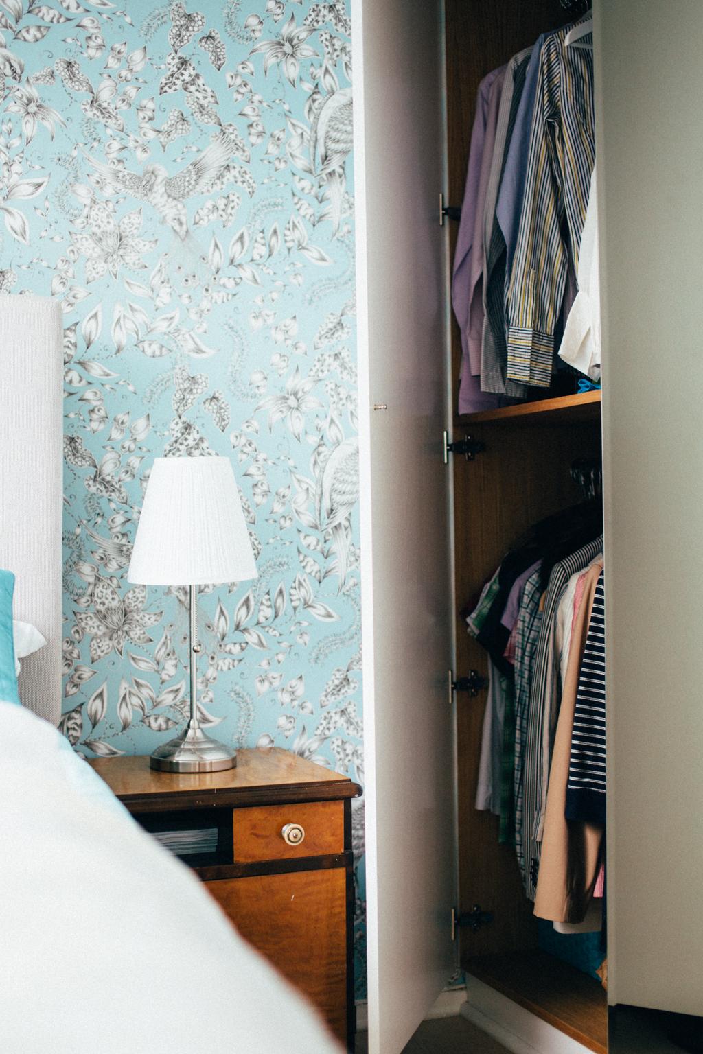Soverommet har en eklektisk stil.
