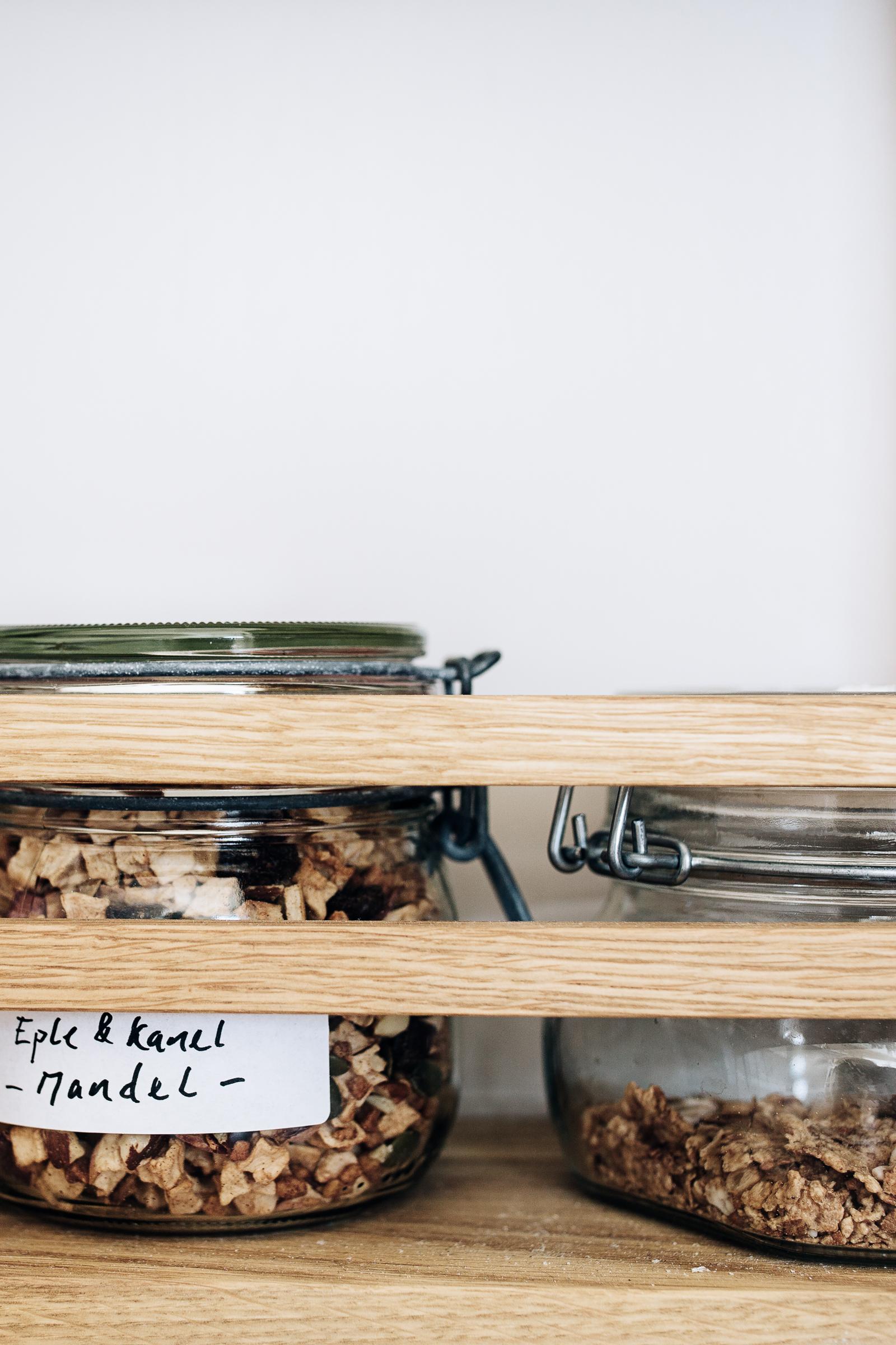 Detaljfra pantryet på kjøkken.