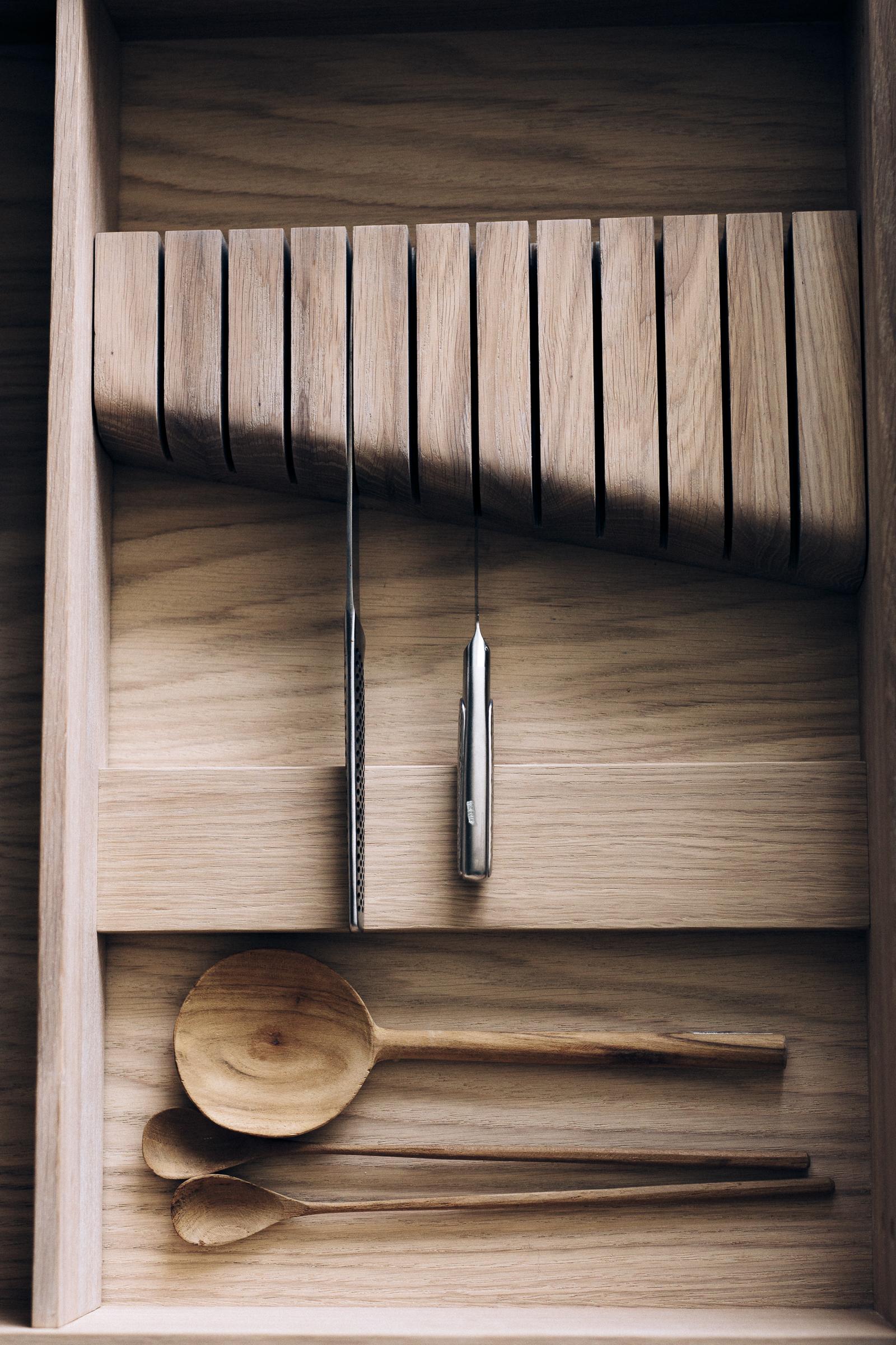 Skuffeinndelere for kniver i heltre eik
