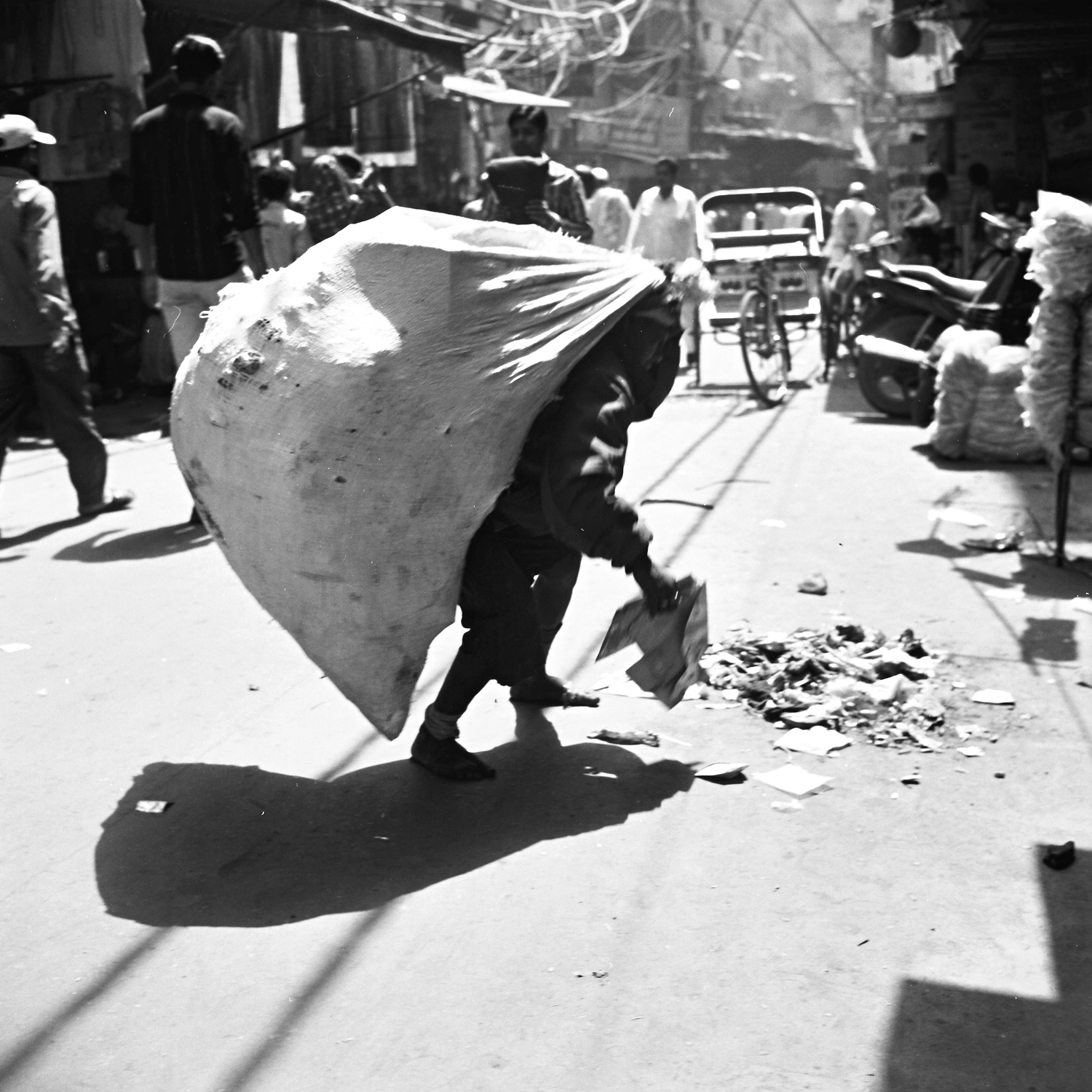 Heavy-Bag-Street-Picture-India.jpg