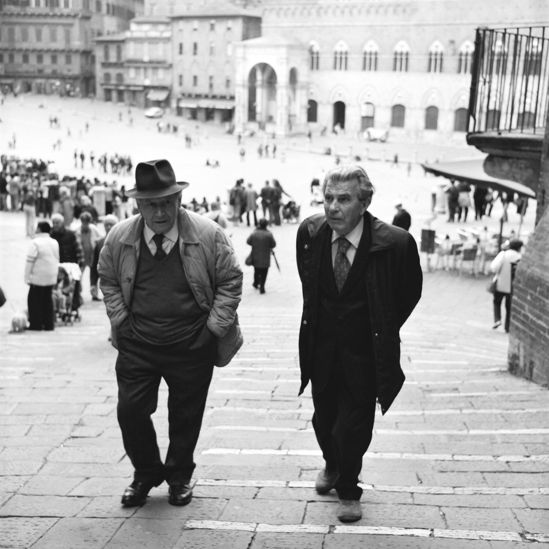 men-sienna-square-tuscany.jpg