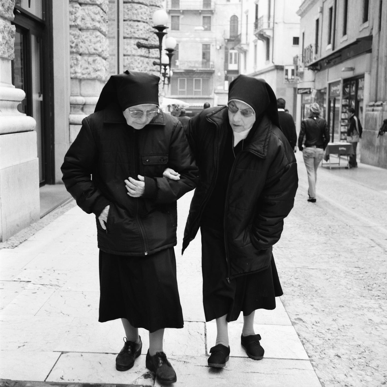 nuns-sisters-siena-tuscany.jpg