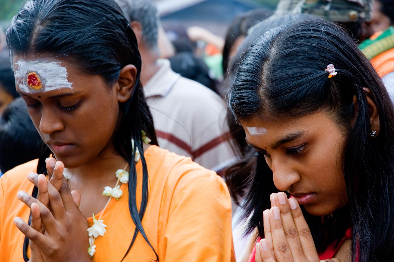 wb_thaipusam_prayer.jpg