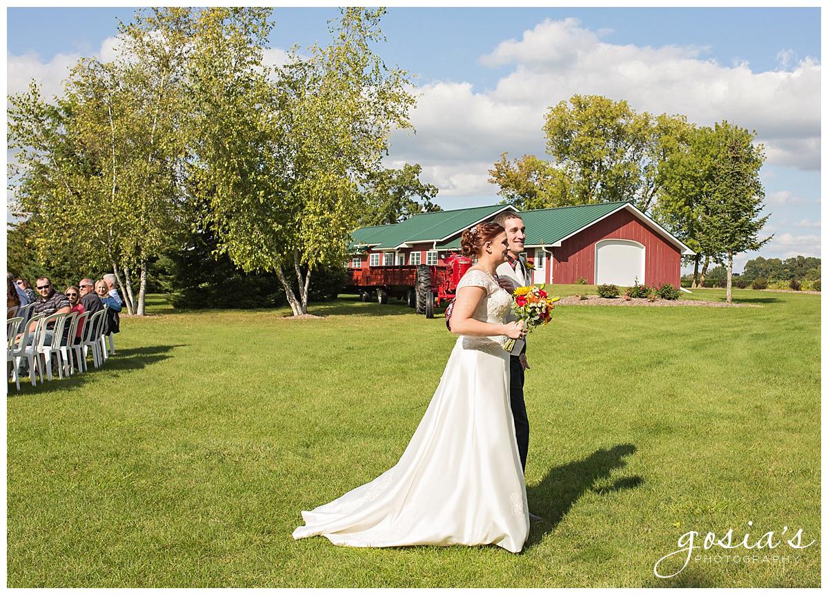 Gosias-Photography-wedding-photographer-Appleton-Homestead-Meadows-outdoor-ceremony-reception-Rachel-Zach-_0015.jpg