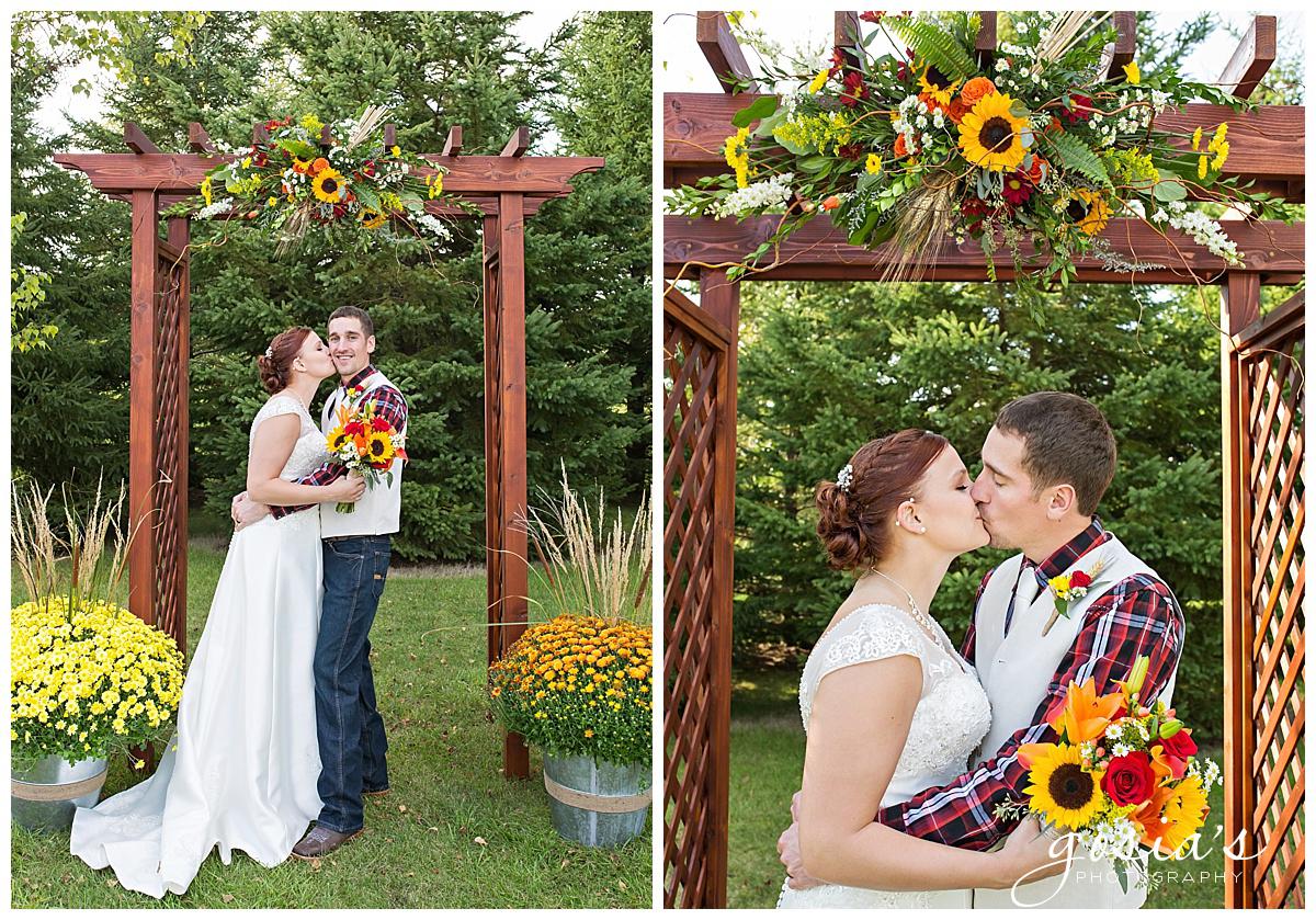Gosias-Photography-wedding-photographer-Appleton-Homestead-Meadows-outdoor-ceremony-reception-Rachel-Zach-_0024.jpg