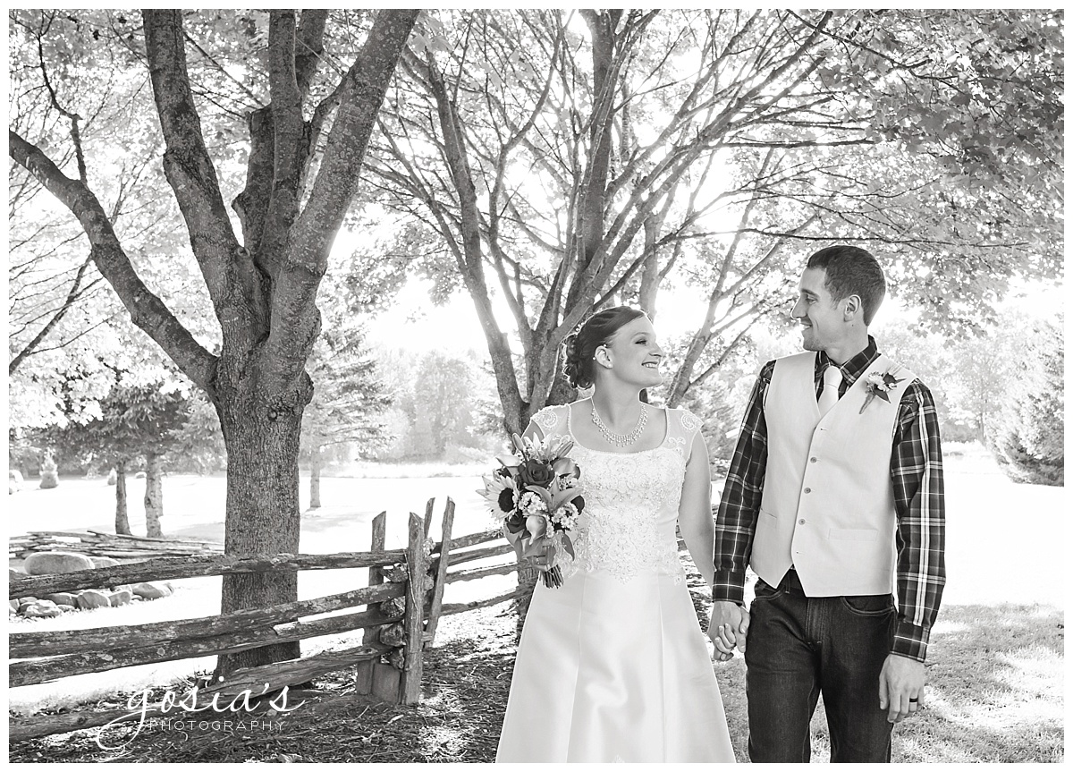 Gosias-Photography-wedding-photographer-Appleton-Homestead-Meadows-outdoor-ceremony-reception-Rachel-Zach-_0026.jpg