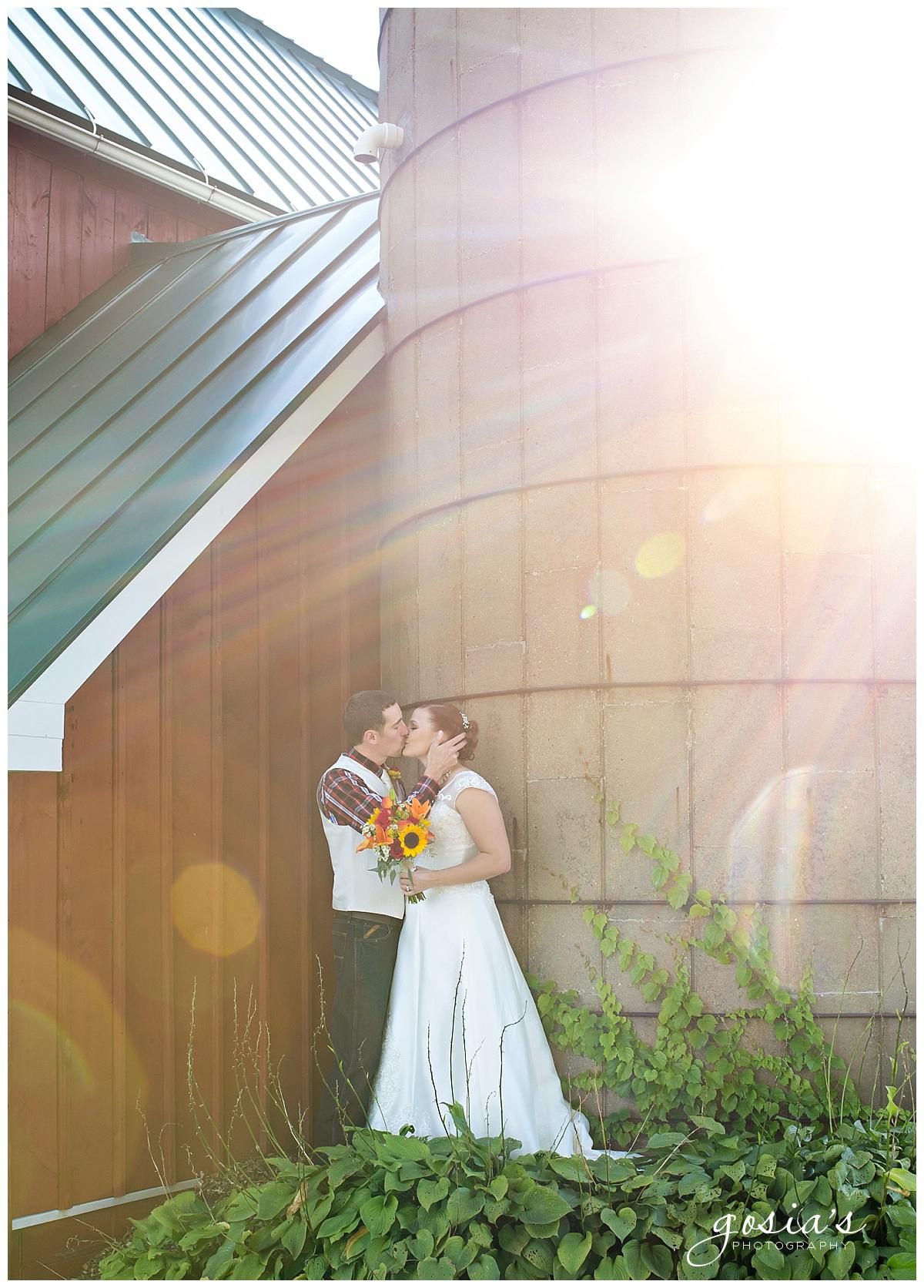 Gosias-Photography-wedding-photographer-Appleton-Homestead-Meadows-outdoor-ceremony-reception-Rachel-Zach-_0027.jpg