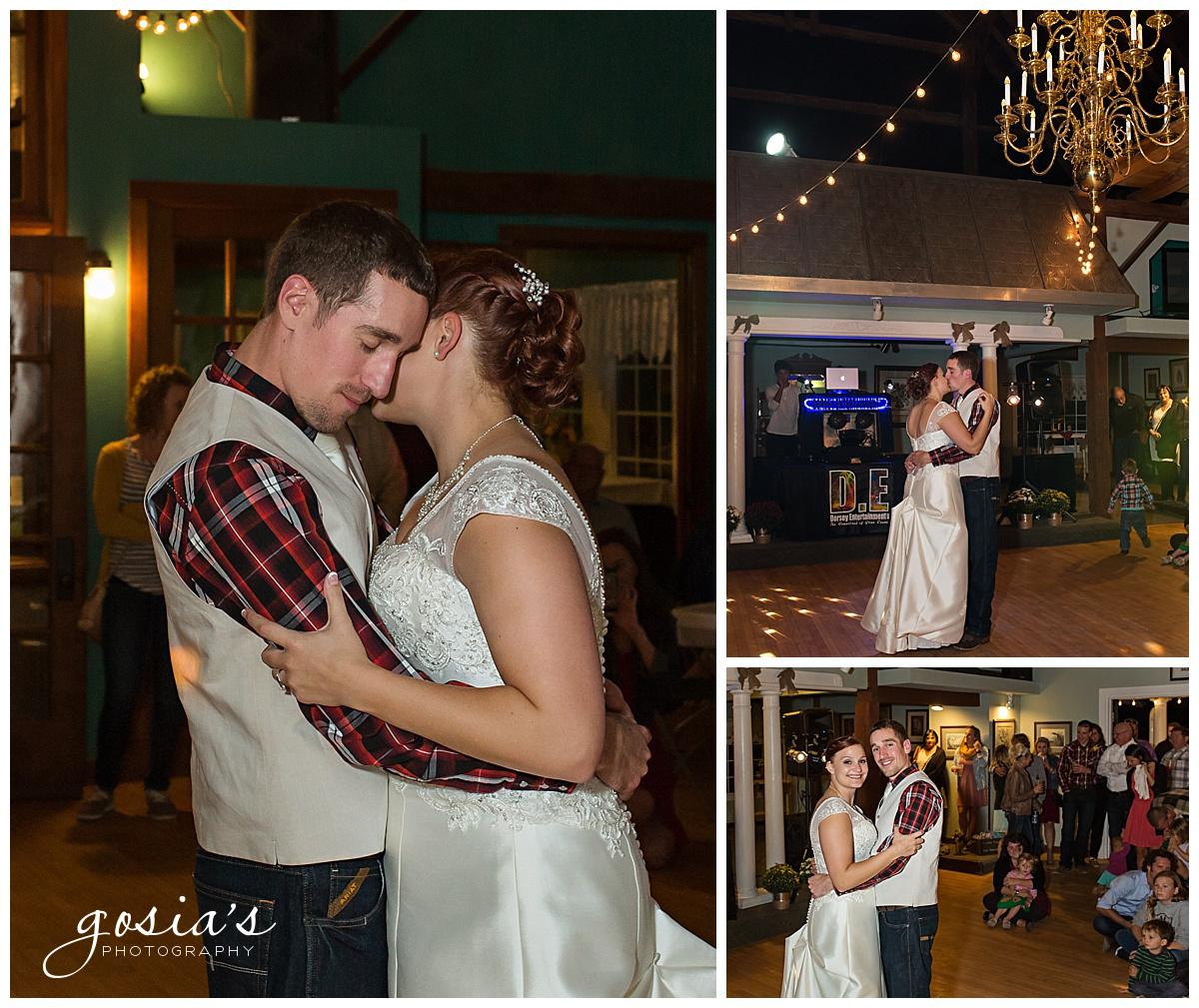 Gosias-Photography-wedding-photographer-Appleton-Homestead-Meadows-outdoor-ceremony-reception-Rachel-Zach-_0038.jpg